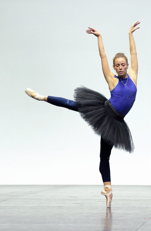Fernanda-Oliveira-rehearsing-English-National-Ballet's-Swan-Lake-in-the-round-(C)-Laurent-Liotardo