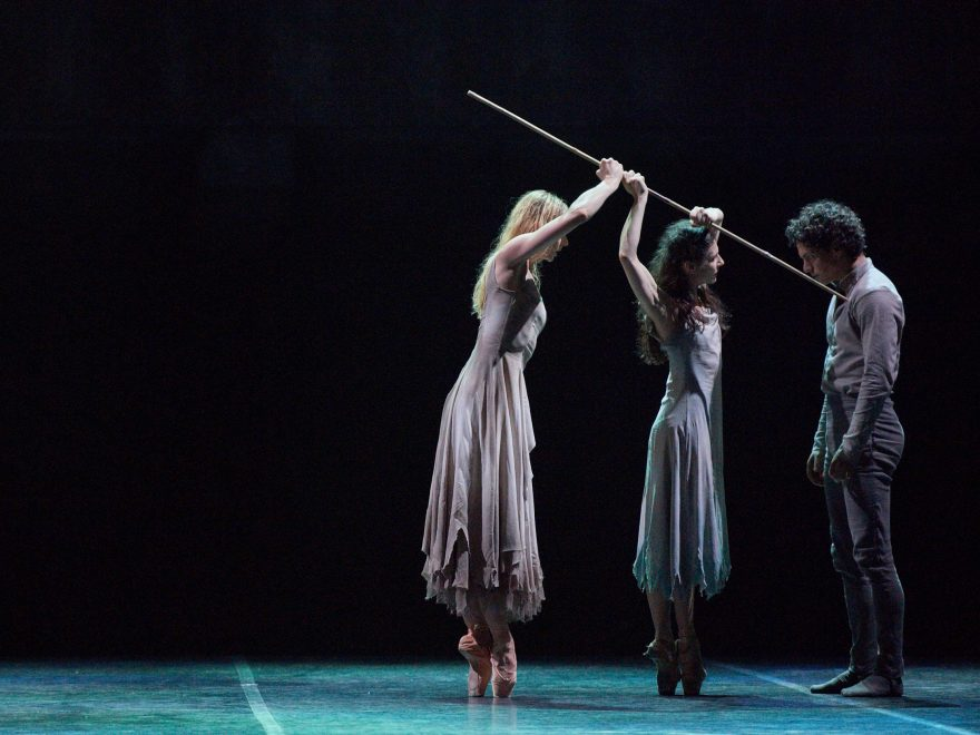 Alina-Cojocaru,-Stina-Quagebeur,-Isaac-Hernandez-in-Akram-Khan's-Giselle-(c)-Laurent-Liotardo