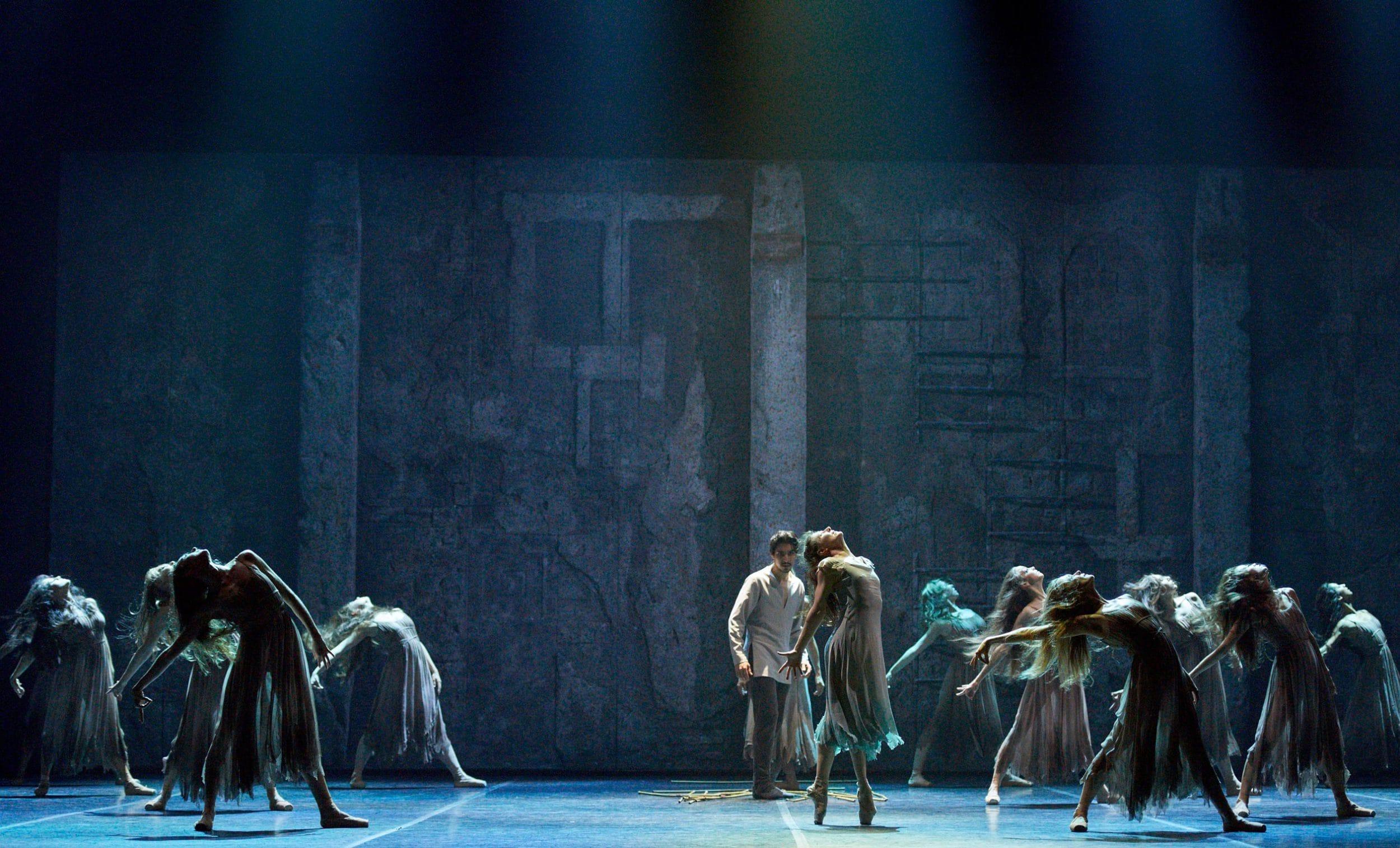 Alina Cojocaru and Cesar Corrales in Akram Khan's Giselle © Laurent-Liotardo
