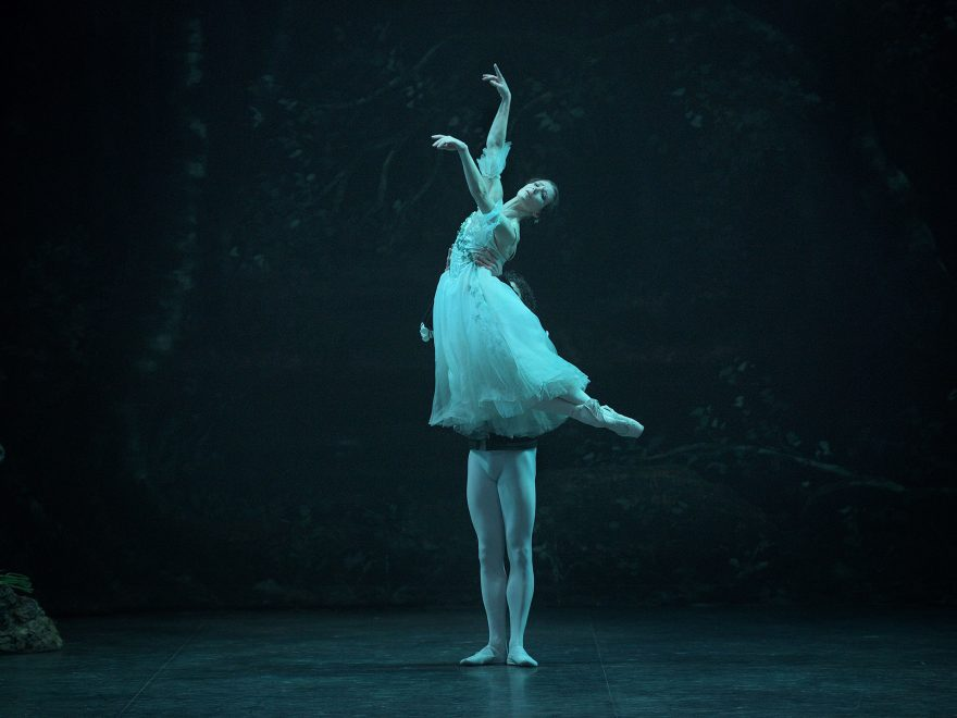 Alina Cojocaru and Isaac Hernandez in Mary Skeaping's Giselle © Laurent Liotatdo