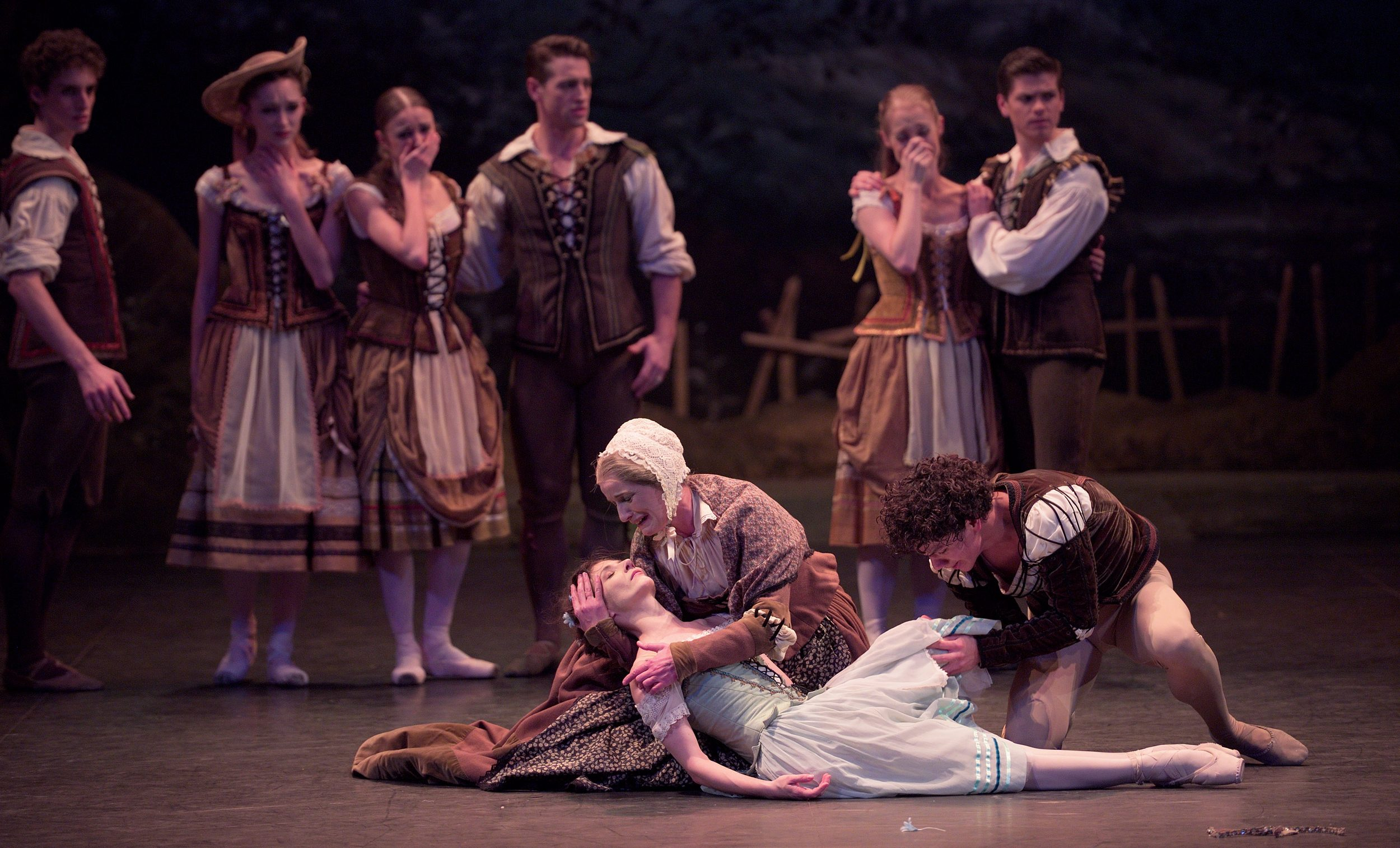 Alina Cojocaru and Jane Haworth in Mary Skeaping's Giselle © Laurent Liotardo