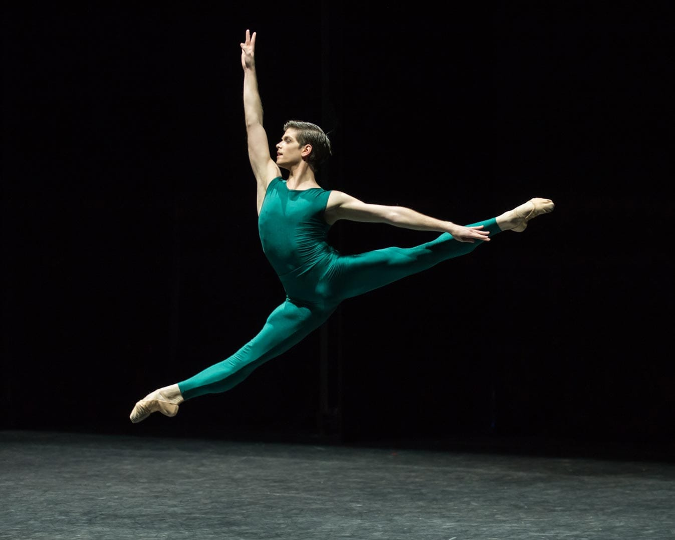 Barry-Drummond-in-In-the-Middle,-Somewhat-Elevated,-English-National-Ballet's-Modern-Masters-(C)-Photography-by-ASH