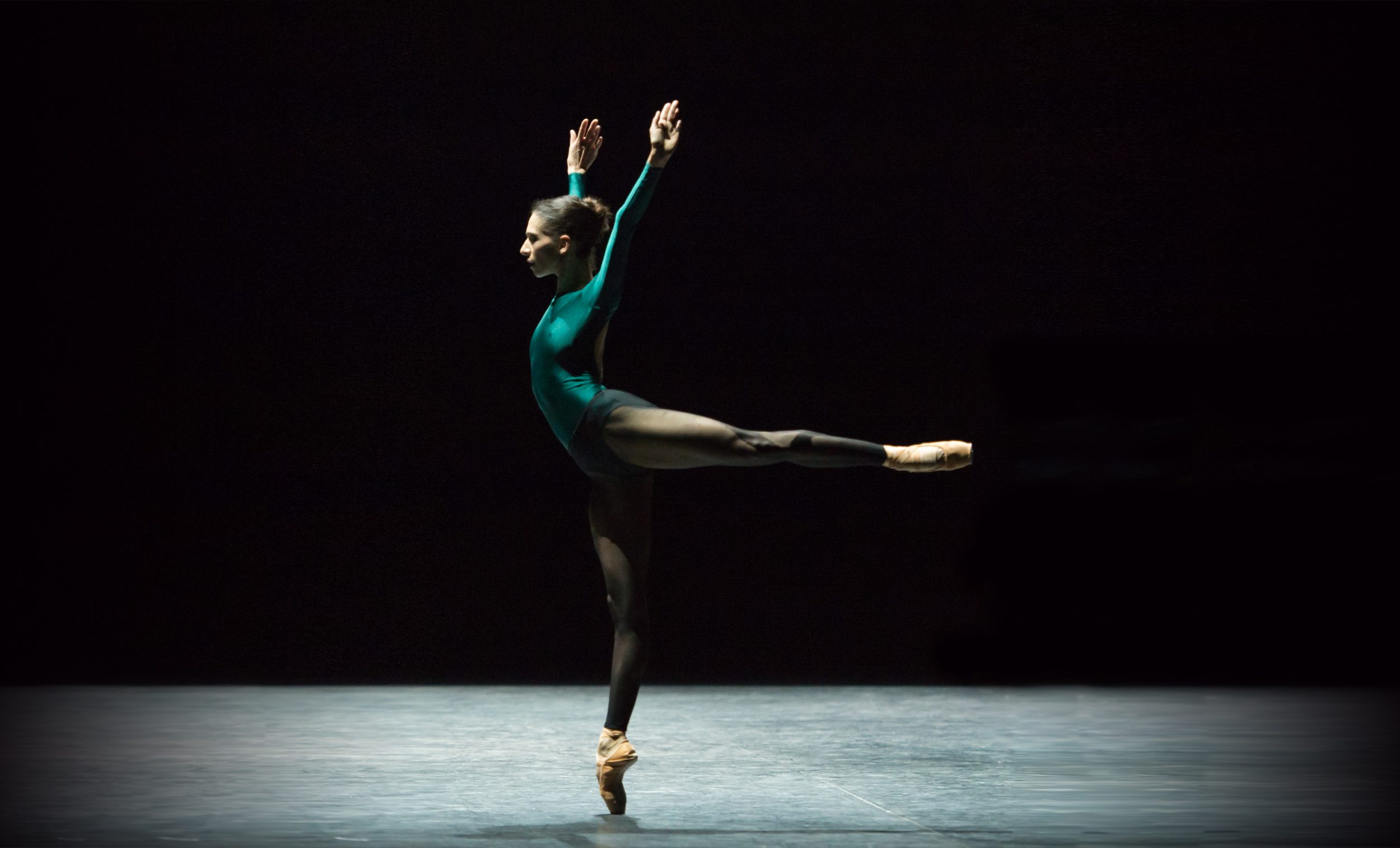 Begona-Cao-in-In-the-Middle,-Somewhat-Elevated,-English-National-Ballet's-Modern-Masters-(C)-Photography-by-ASH
