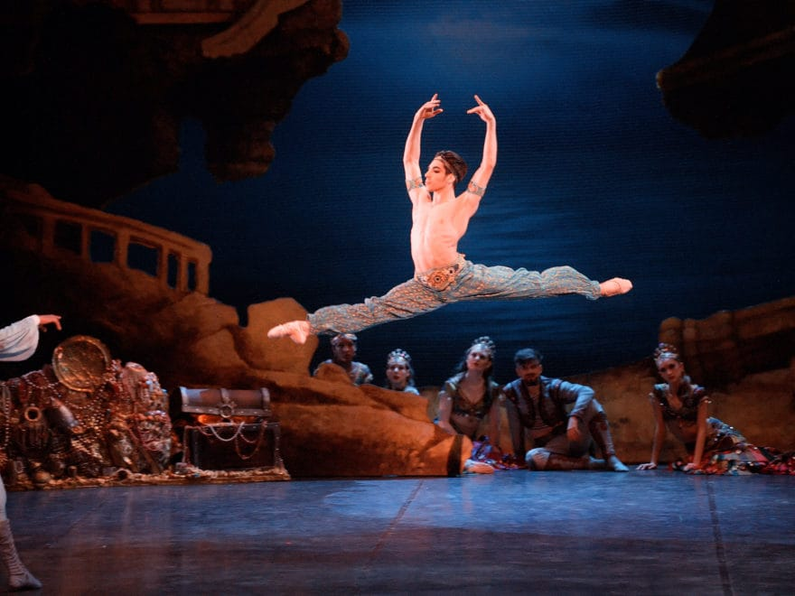 Cesar Corrales as Ali in Le Corsaire © Laurent Liotardo