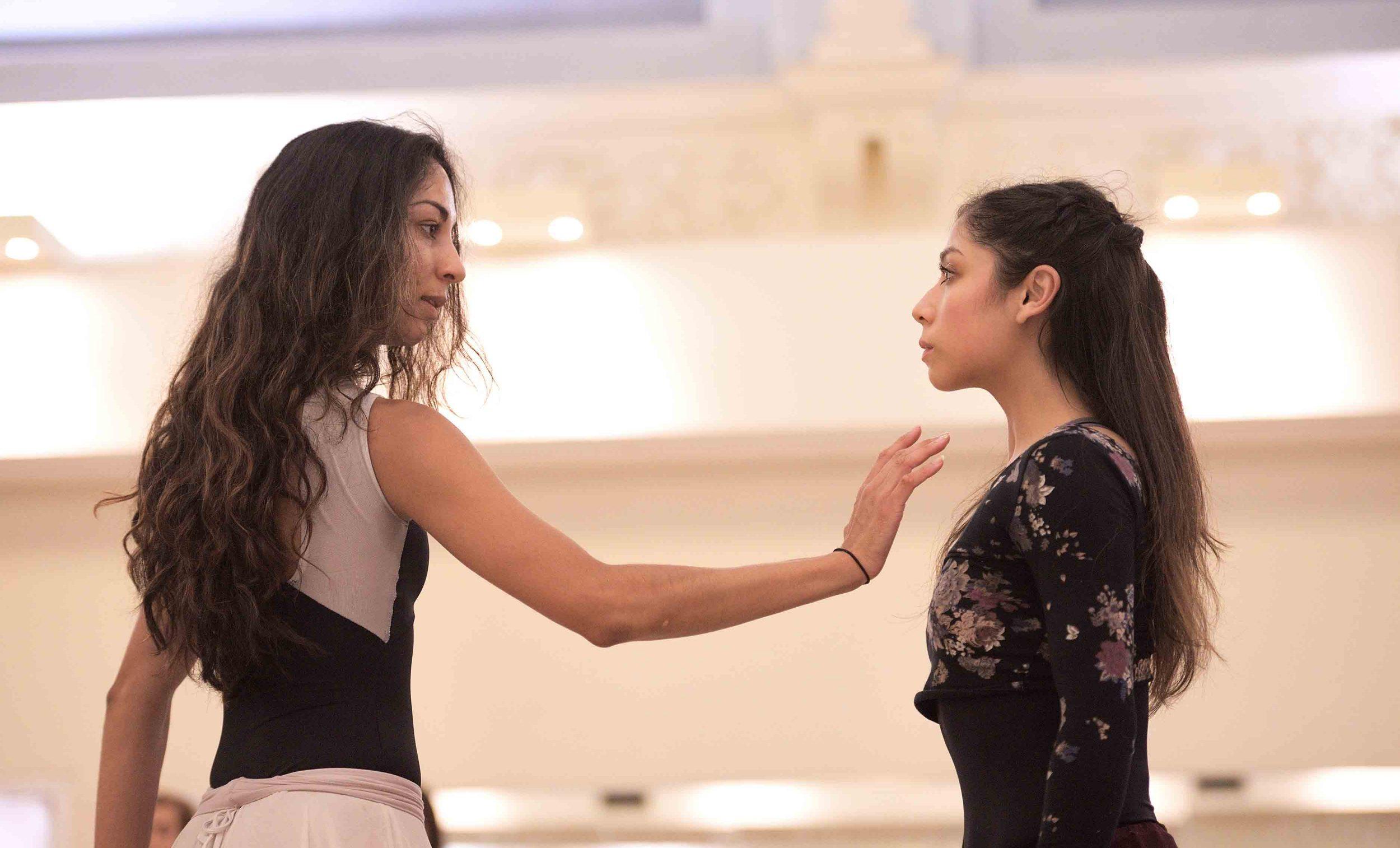 Crystal-Costa-and-Sarah-Kundi-rehearsing-Akram-Khan's-Giselle-©-Laurent-Liotardo--(1)