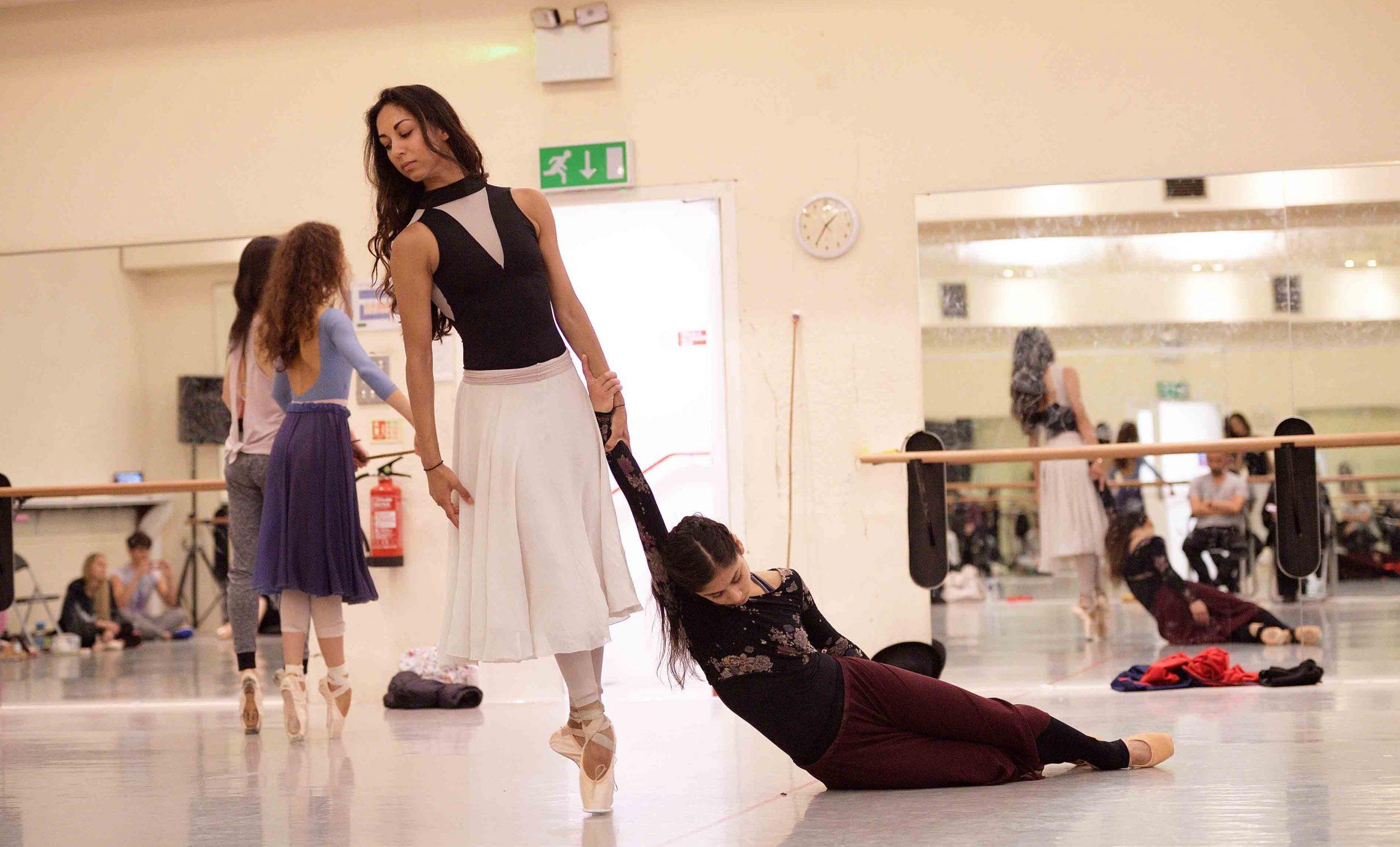 Crystal-Costa-and-Sarah-Kundi-rehearsing-Akram-Khan's-Giselle-©-Laurent-Liotardo--(2)