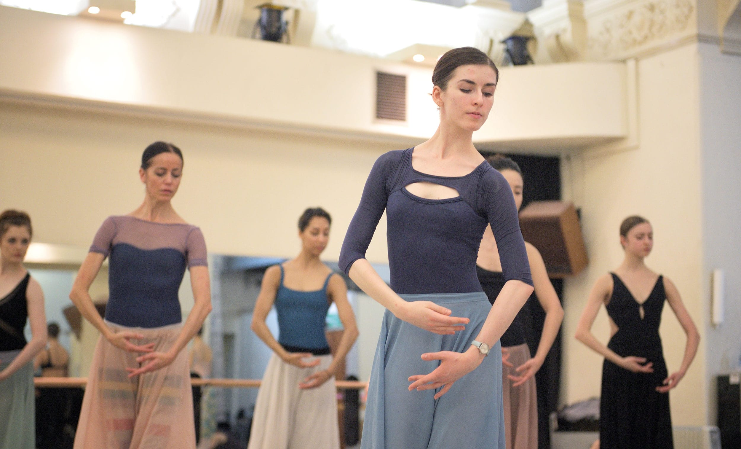 Connie Vowles and Artists of the COmpany in rehearsals for Mary Skeaping's Giselle © Laurent Liotardo