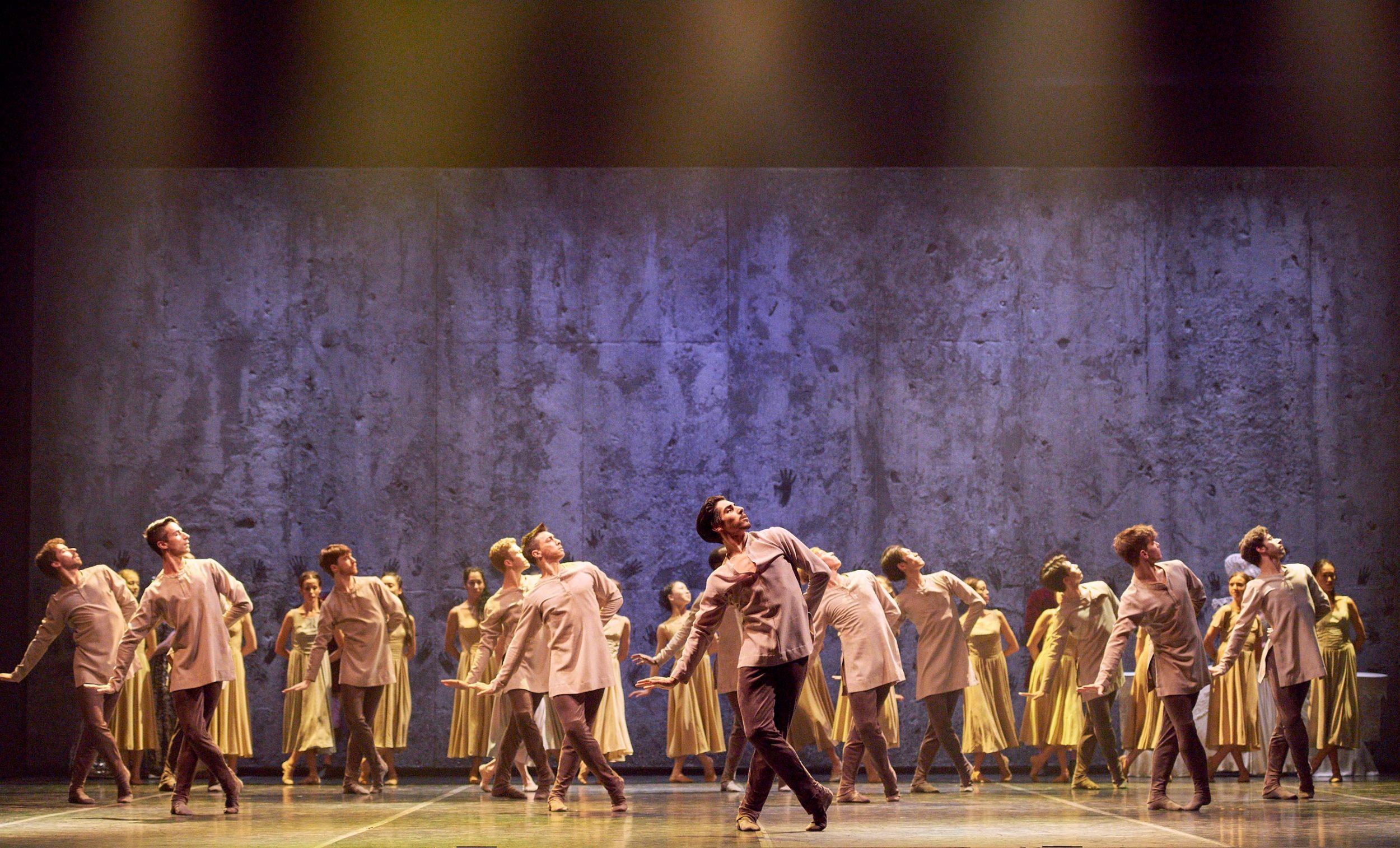 English-National-Ballet-in-Akram-Khan's-Giselle-(c)-Laurent-Liotardo