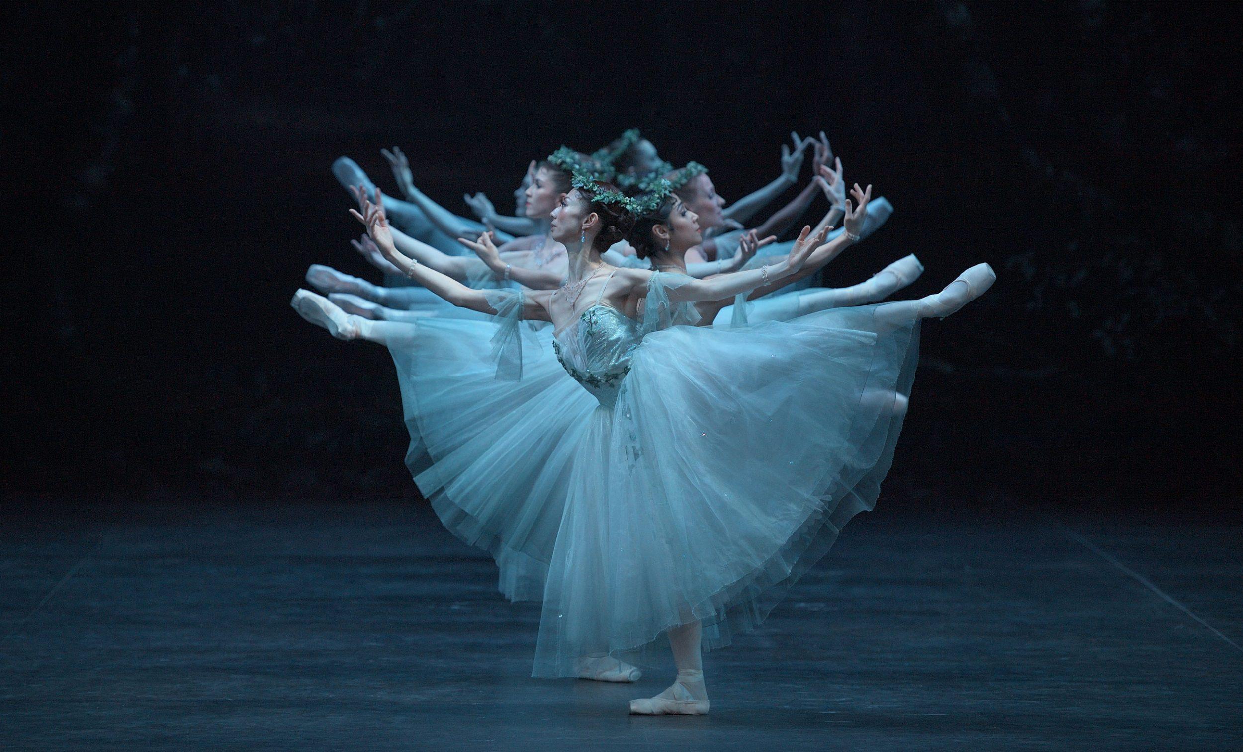 English-National-Ballet-in-Mary-Skeaping's-Giselle-(c)-Laurent-Liotardo-(3)