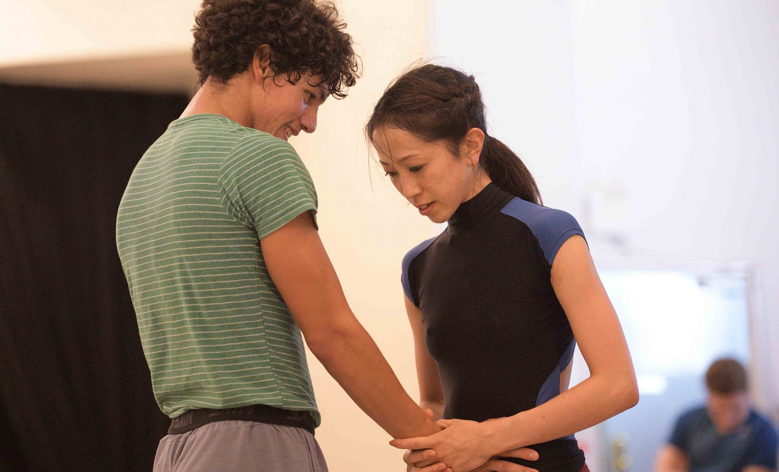 Erina-Takahashi-and-Isaac-Hernadez-rehearsing-Akram-Khan's-Giselle-©-Laurent-Liotardo-(1)