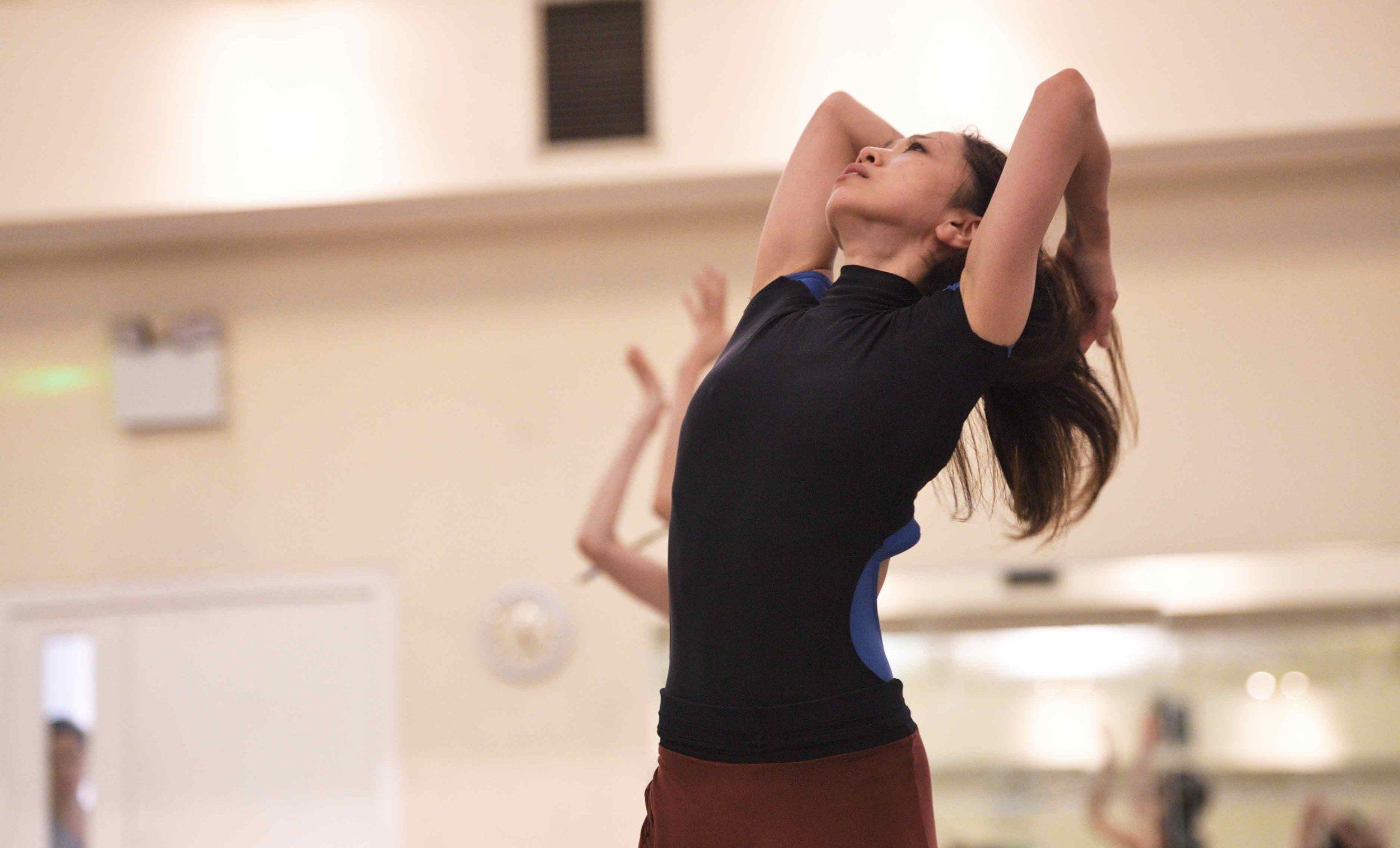 Erina-Takahashi-rehearsing-Akram-Khan's-Giselle-©-Laurent-Liotardo-(1)