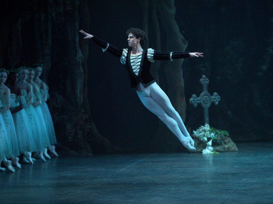 Isaac Hernandez as Albrecht in Mary Skeaping's Giselle (c) Laurent Liotardo (5)