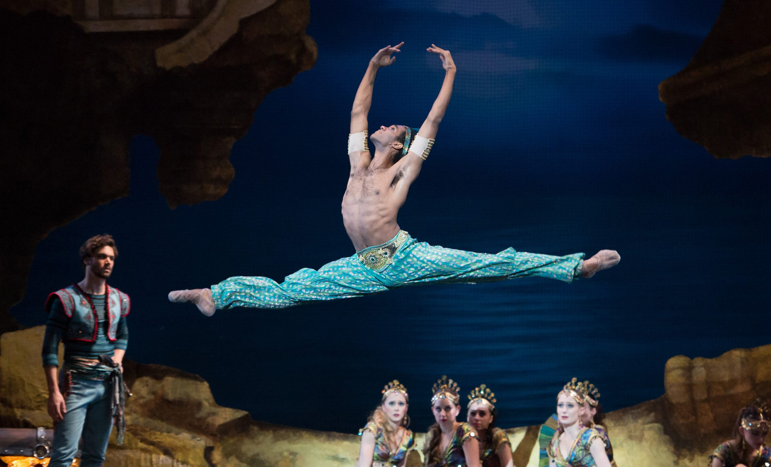 Junor-Souza-as-Ali-in-Le-Corsaire