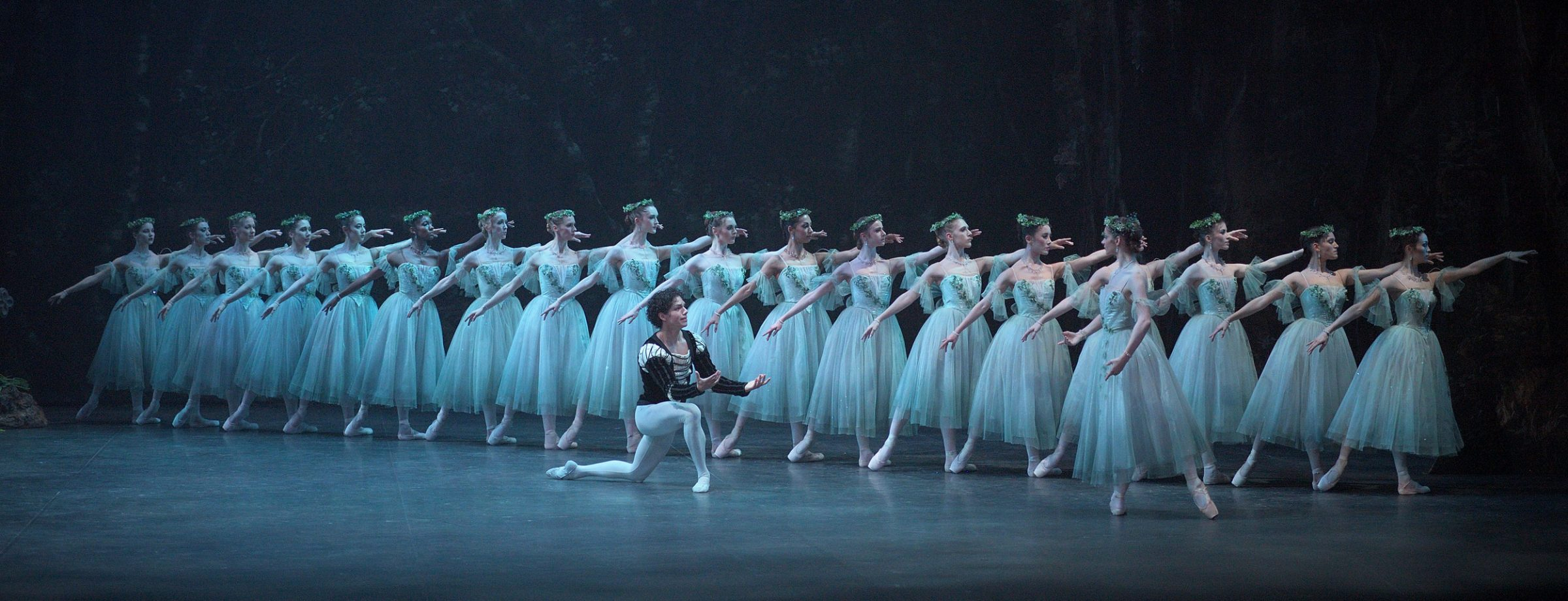 Laurretta-Summerscales-as-Myrtha-and-Isaac-Hernandez-as-Albrecht-in-Mary-Skeaping's-Giselle-(c)-Laurent-Liotardo