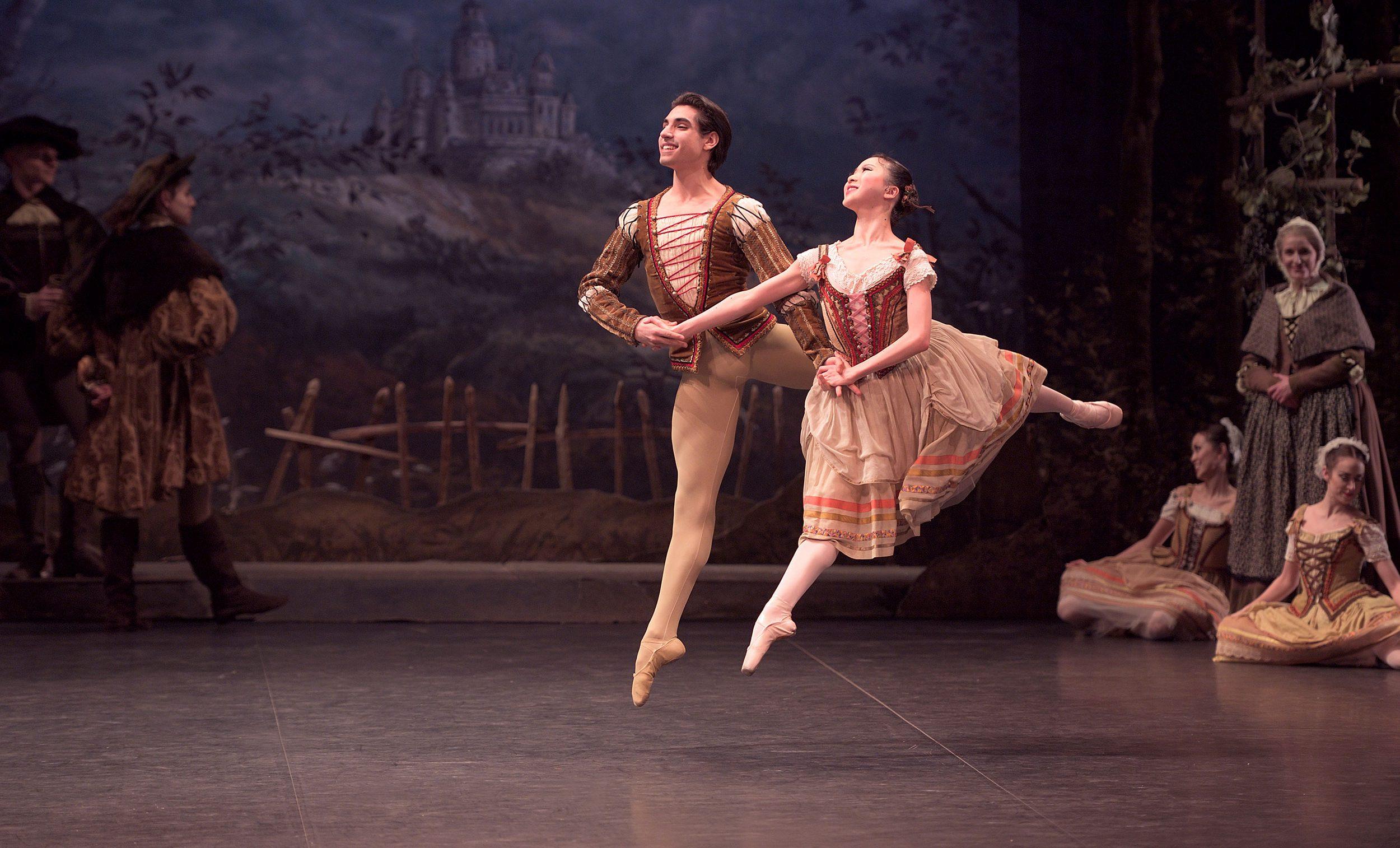 Rina-Kanehara-and-Cesar-Corrales-in-Giselle-(c)-Laurent-Liotardo--(2)