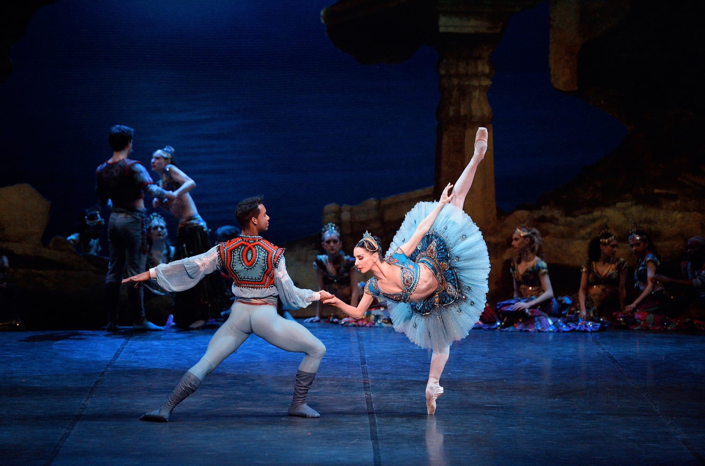 Tamara Rojo as Medora and Osiel Gouneo as Conrad in Le Corsaire © Laurent Liotardo