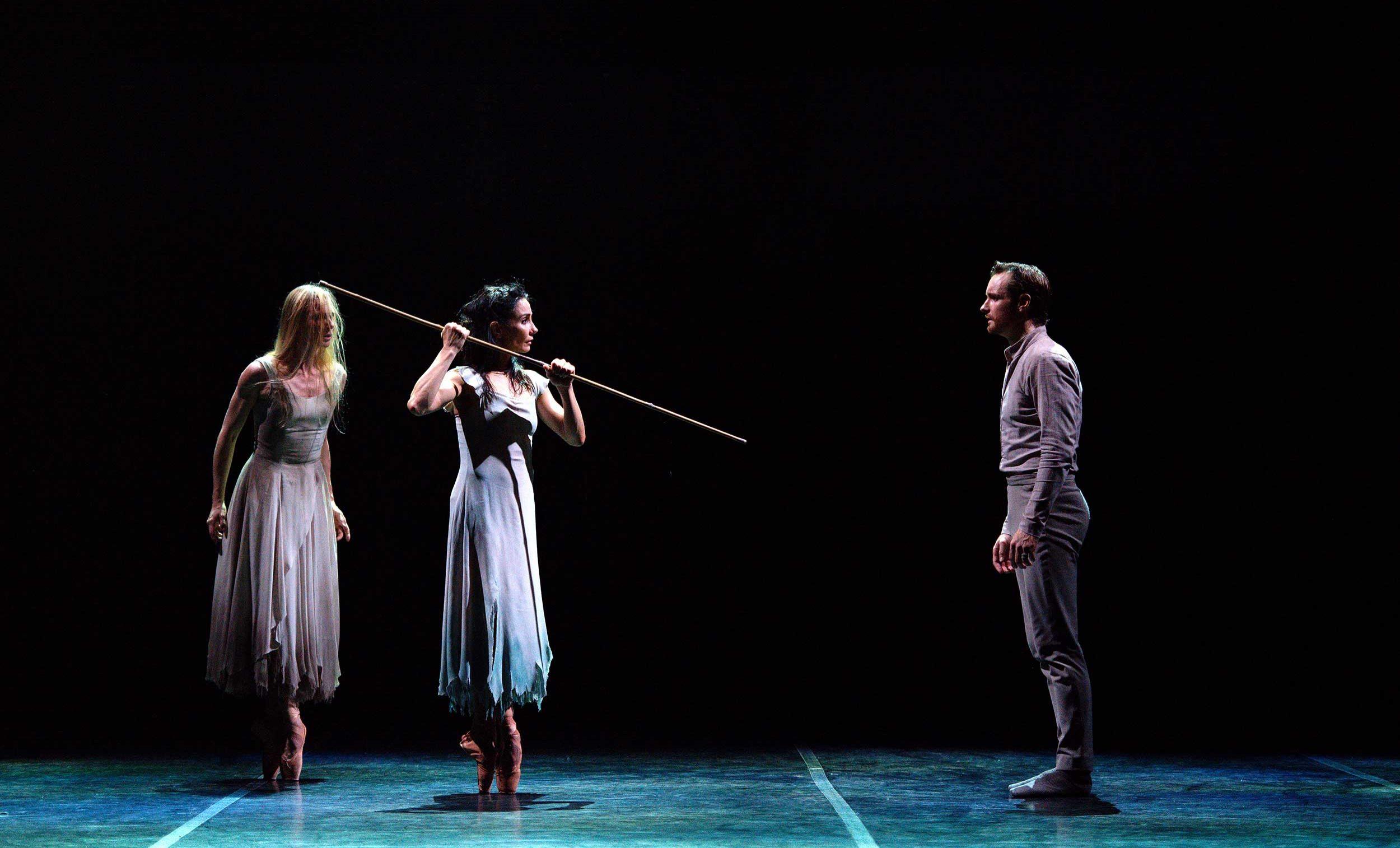 WEB-Stina-Quagebeur-Tamara-Rojo-and-James-Streeter-in-Akram-Khan's-Giselle-(c)-Laurent-Liotardo