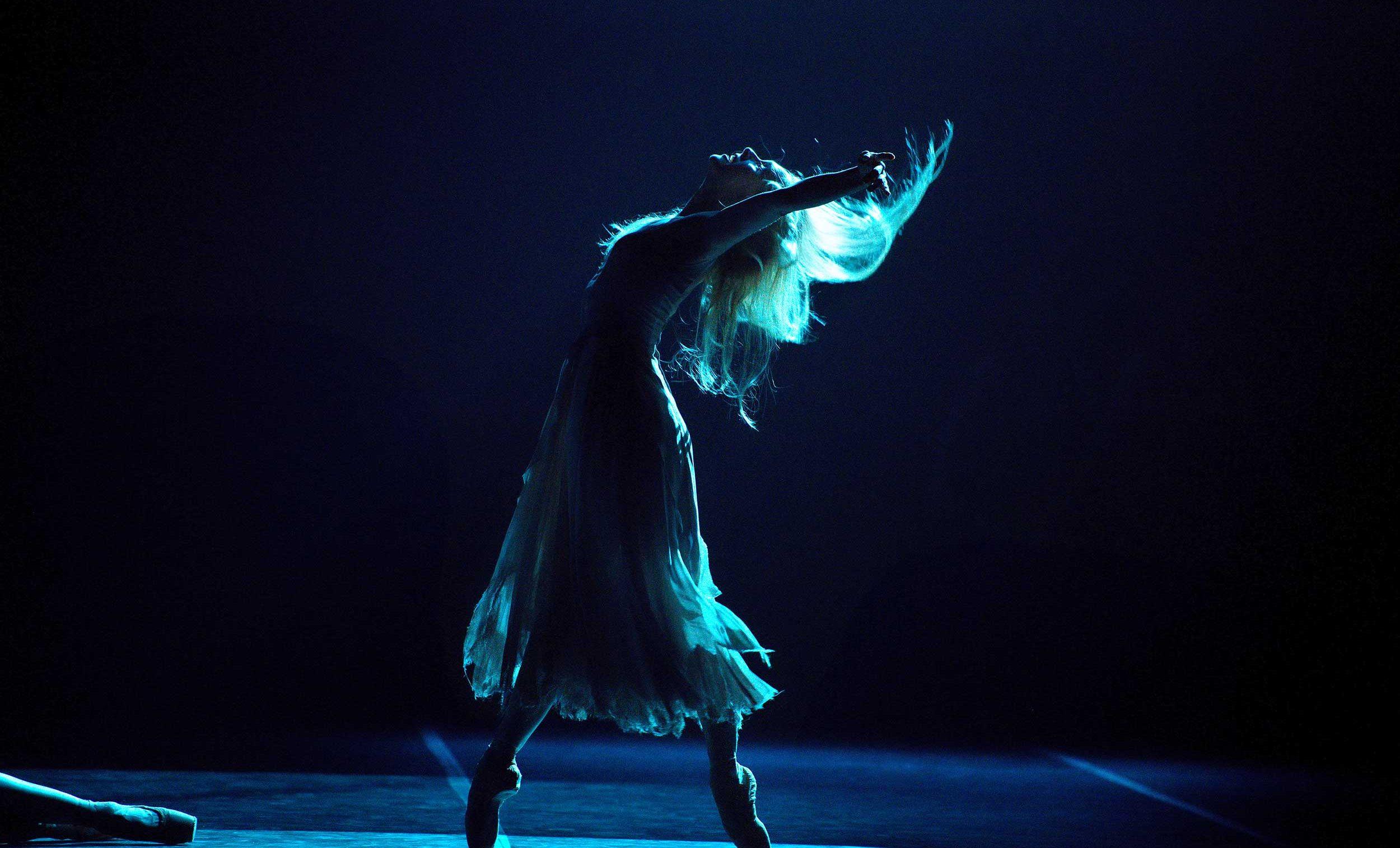WEB-Stina-Quagebeur-in-Akram-Khan's-Giselle-(c)-Laurent-Liotardo
