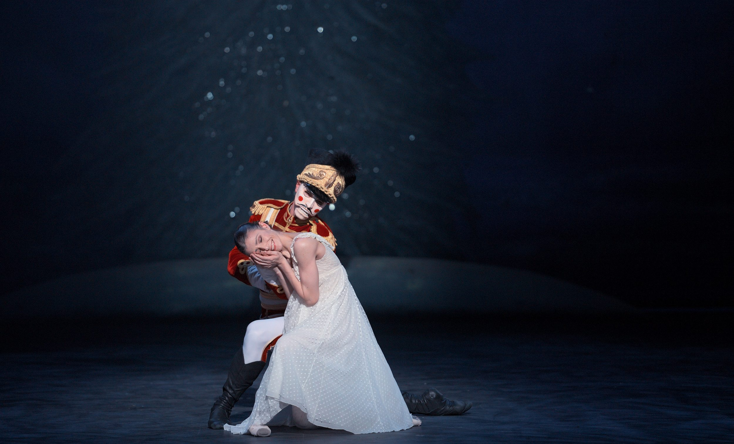 Alina-Cojocaru-and-James-Forbat-in-English-National-Ballet's-Nutcracker-(C)-Laurent-Liotardo-2500px-for-web