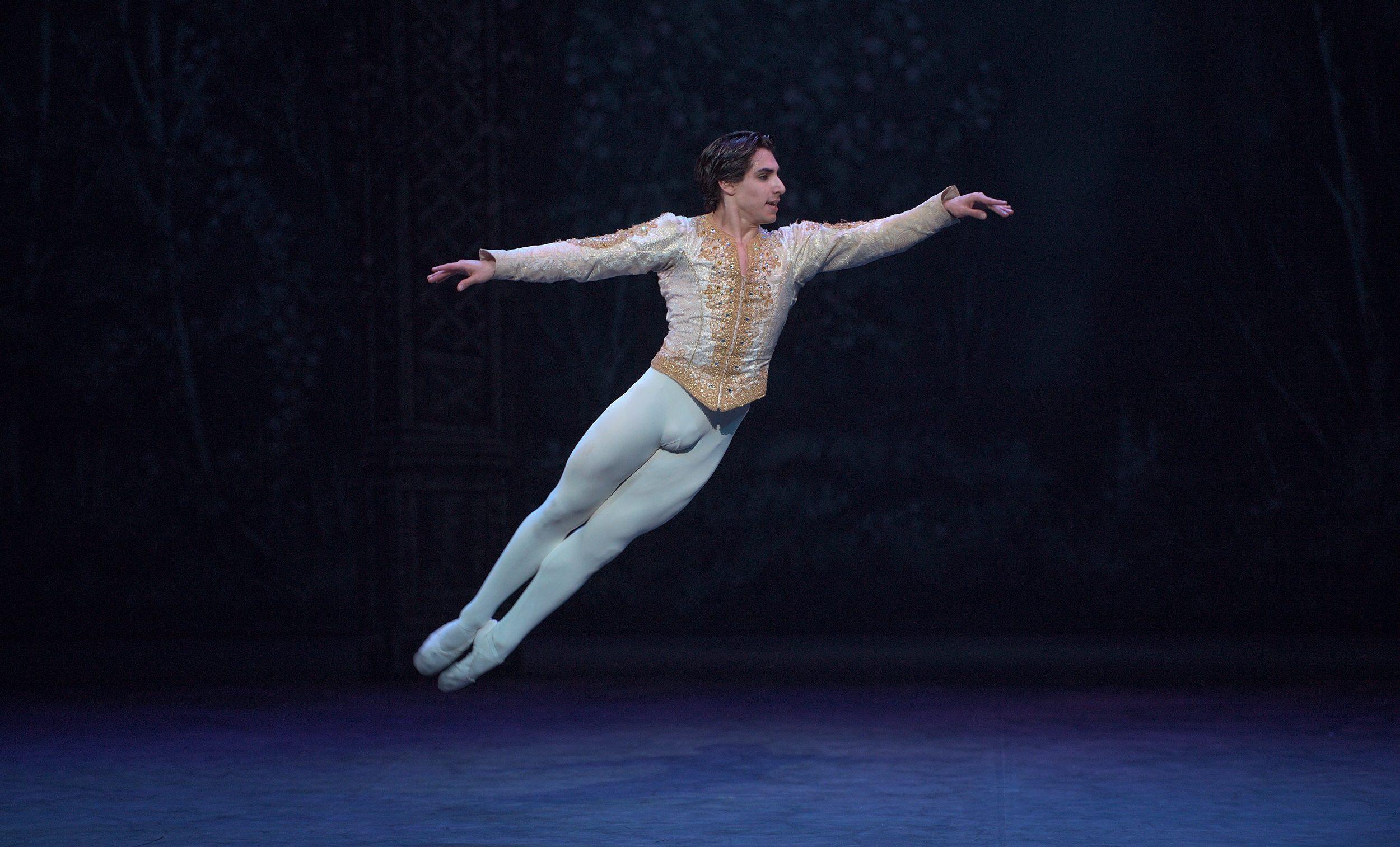 Cesar-Corrales-in-English-National-Ballet's-Nutcracker-(C)-Laurent-Liotardo-(2)-2500px-for-web