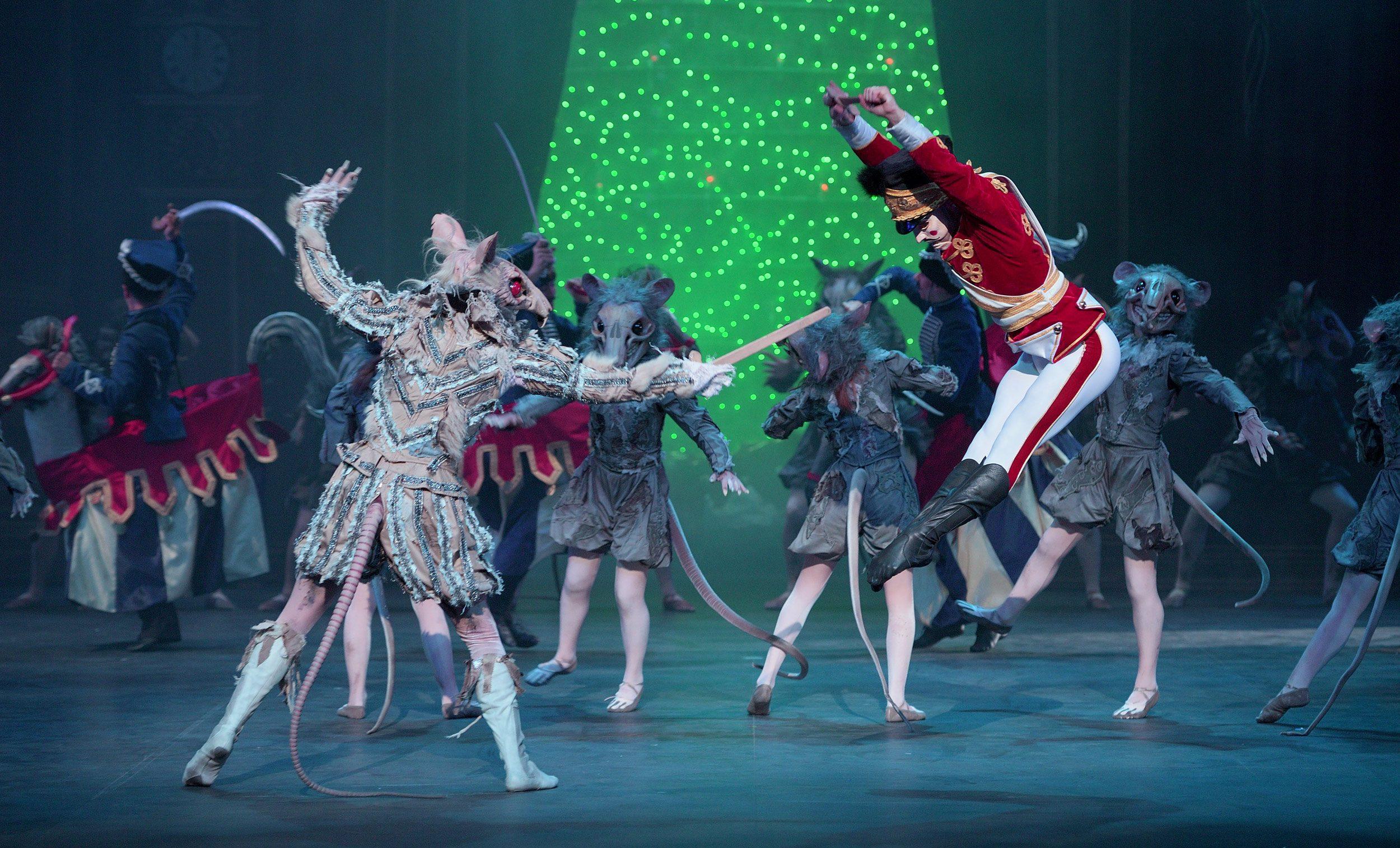 English-National-Ballet's-Nutcracker-(C)-Laurent-Liotardo-(10)-2500px-for-web