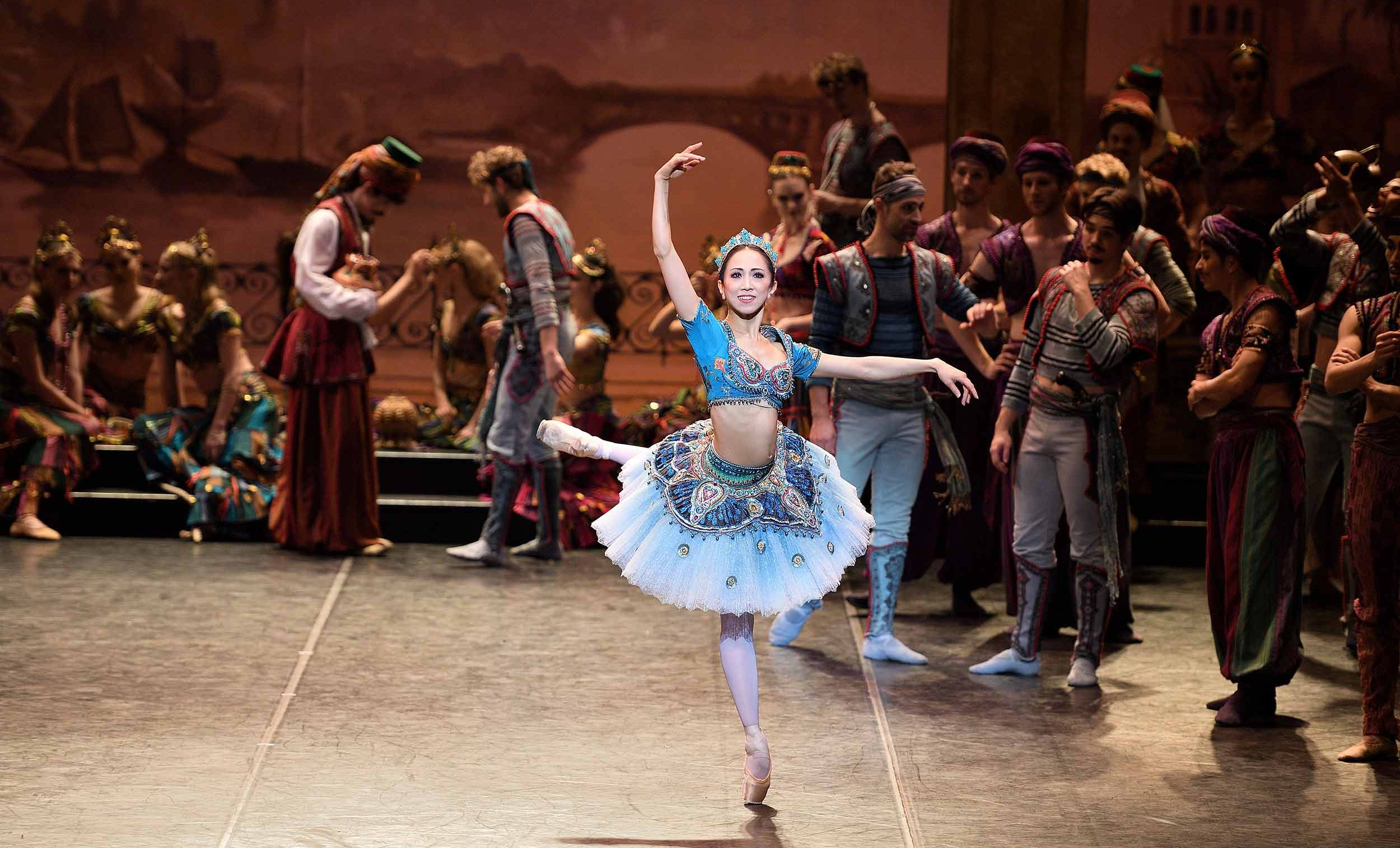 Erina-Takahashi-as-Medora-in-Le-Corsaire-(c)-Laurent-Liotardo