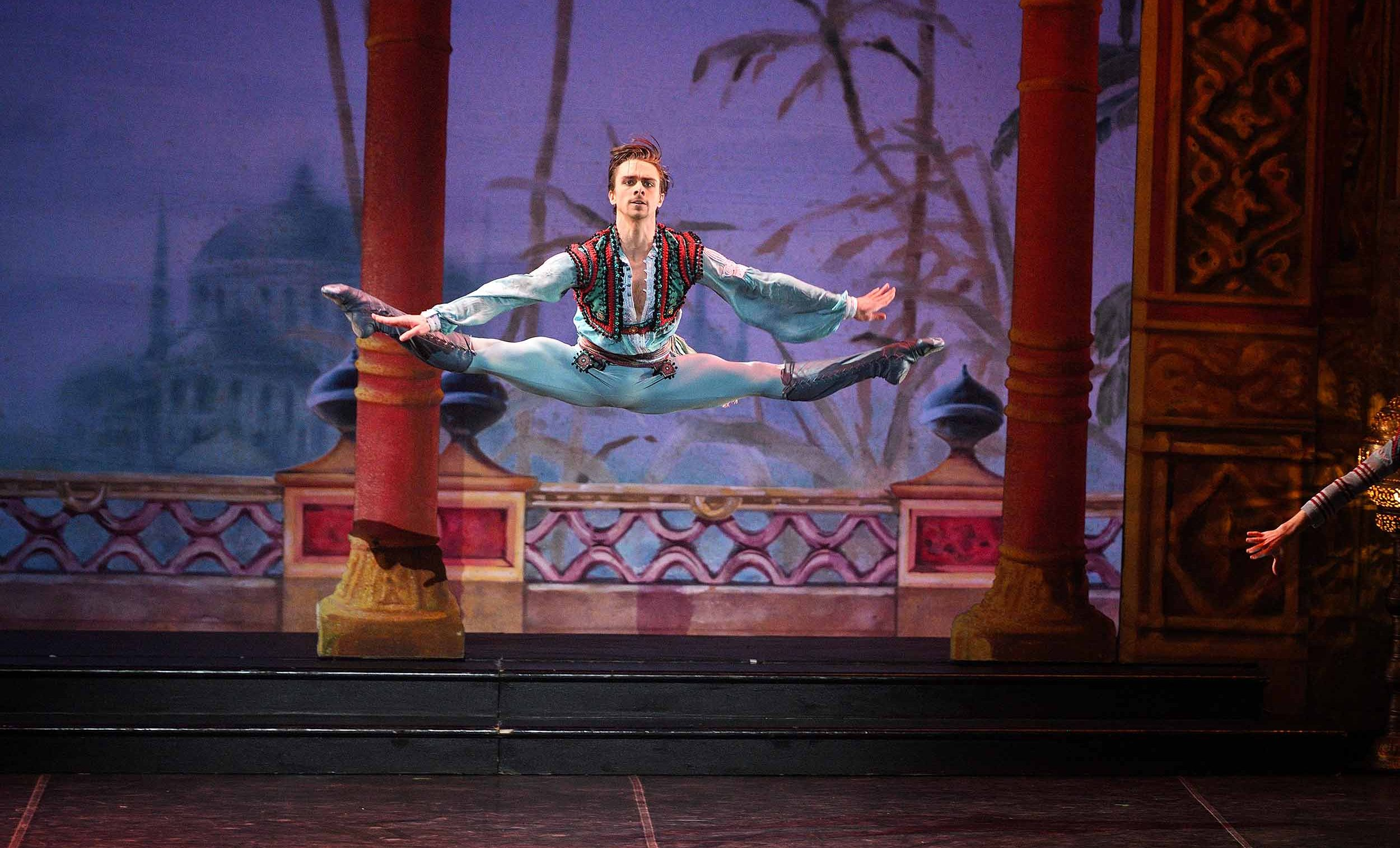 Francesco-Gabriele-Frola-as-Conrad-in-English-National-Ballet's-Le-Corsaire-(c)-Laurent-Liotardo-(3)