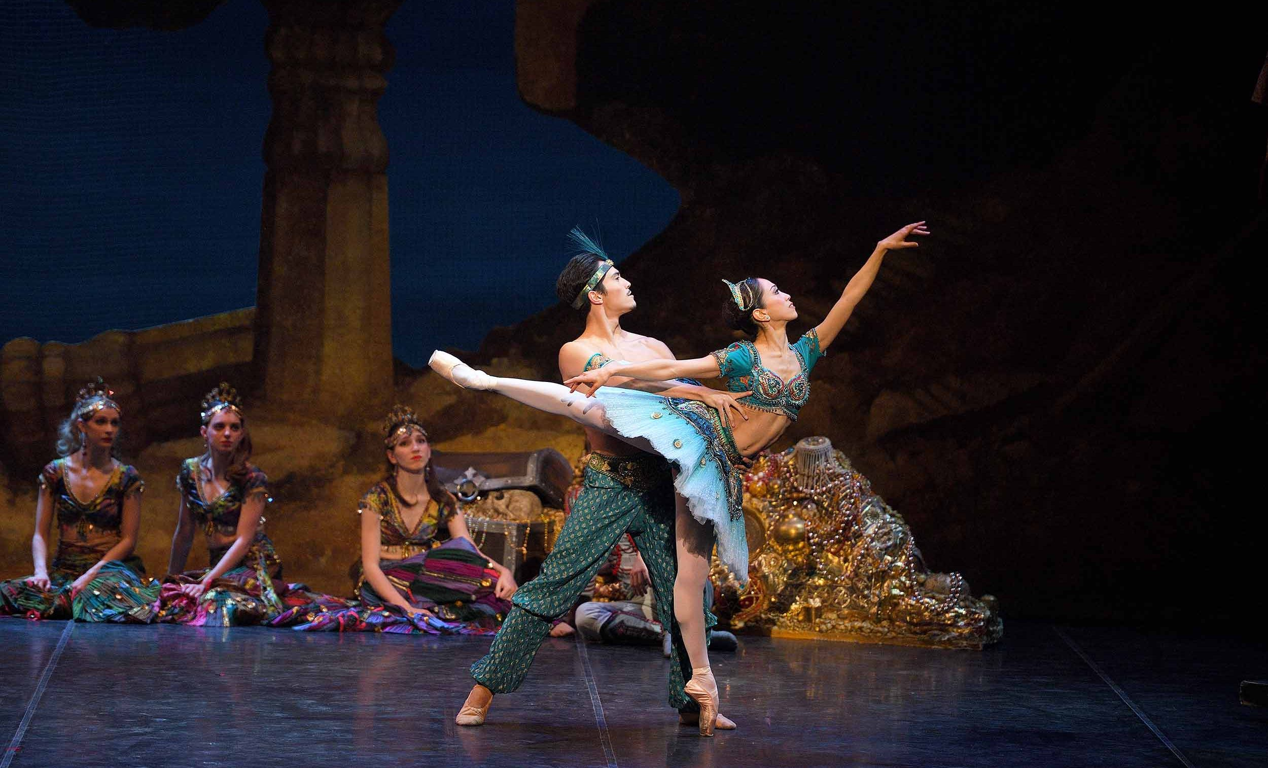 Jeffrey-Cirio-as-Ali,-Erina-Takahashi-as-Medora-in-ENB's-Le-Corsaire-(c)-Laurent-Liotardo
