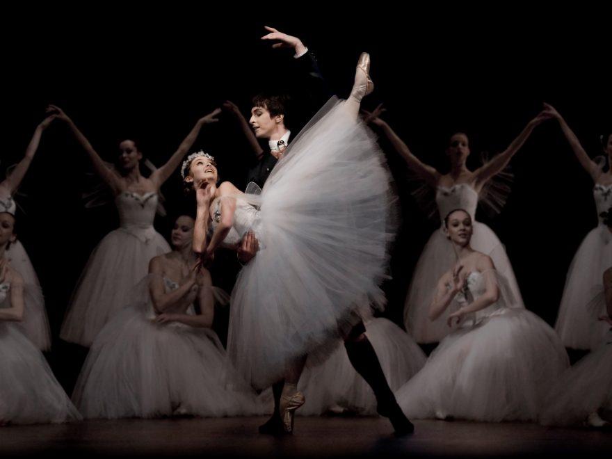 La-Sylphide,-performed-by-Czech-National-Ballet