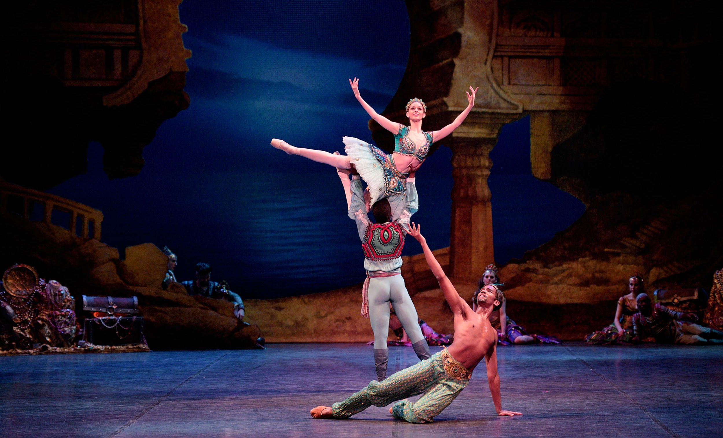 Laurretta Summerscales as Medora, Brooklyn Mack as Conrad, and Junor Souz as Ali in Le Corsaire © Laurent Liotardo