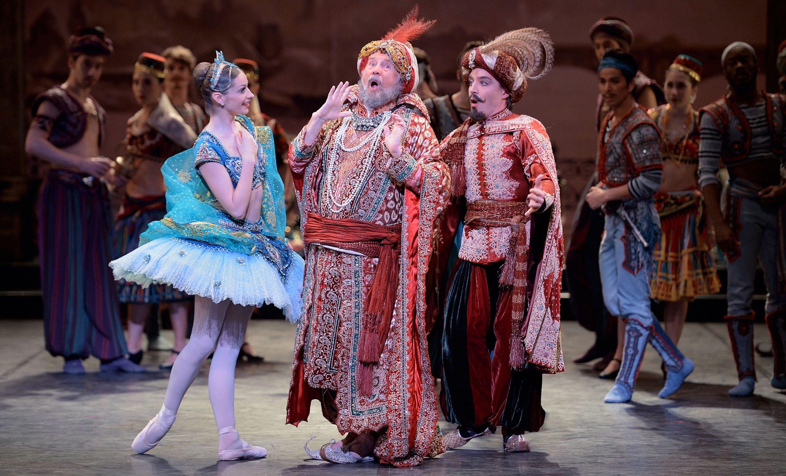 Laurretta Summerscales as Medora and Michael Coleman as Pasha in Le Corsaire © Laurent Liotardo