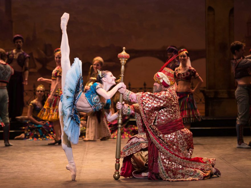 Le-Corsaire---Alina-Cojocaru-as-Medora-and-Michael-Coleman-as-the-Pascha-©-Photography-by-ASH