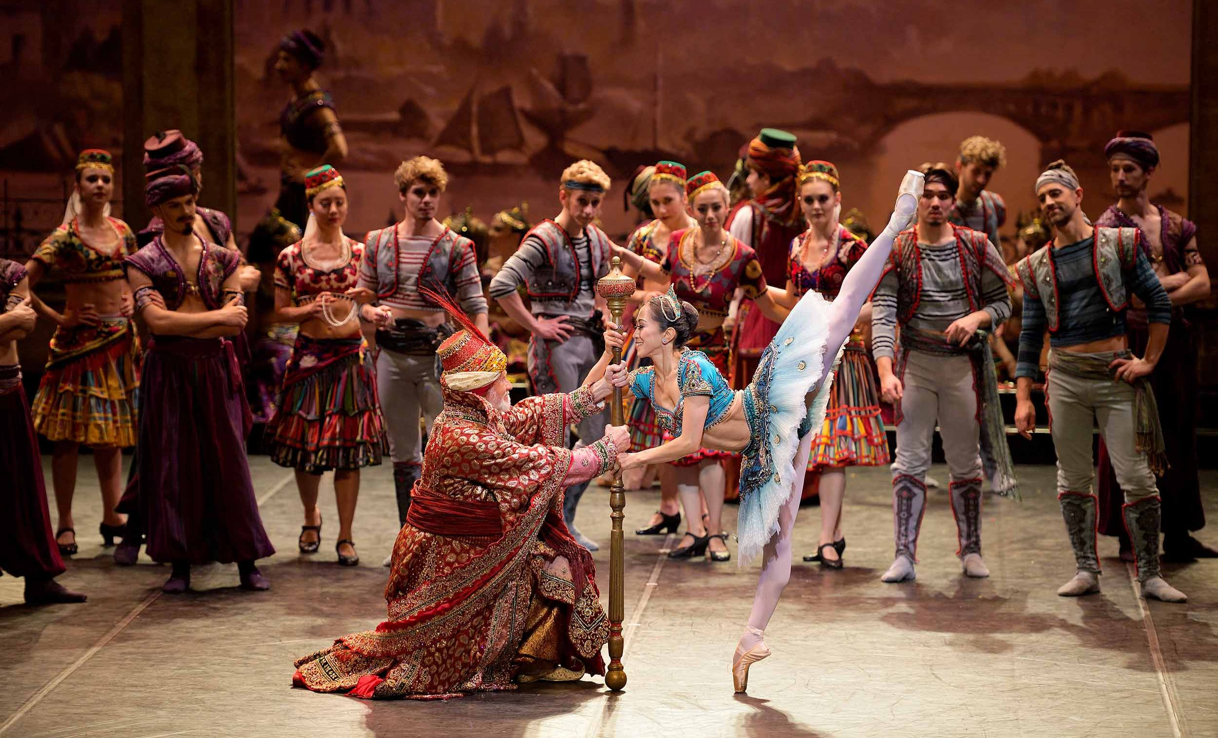 Michael-Coleman-and-Erina-Takahashi-in-Le-Corsaire-(c)-Laurent-Liotardo