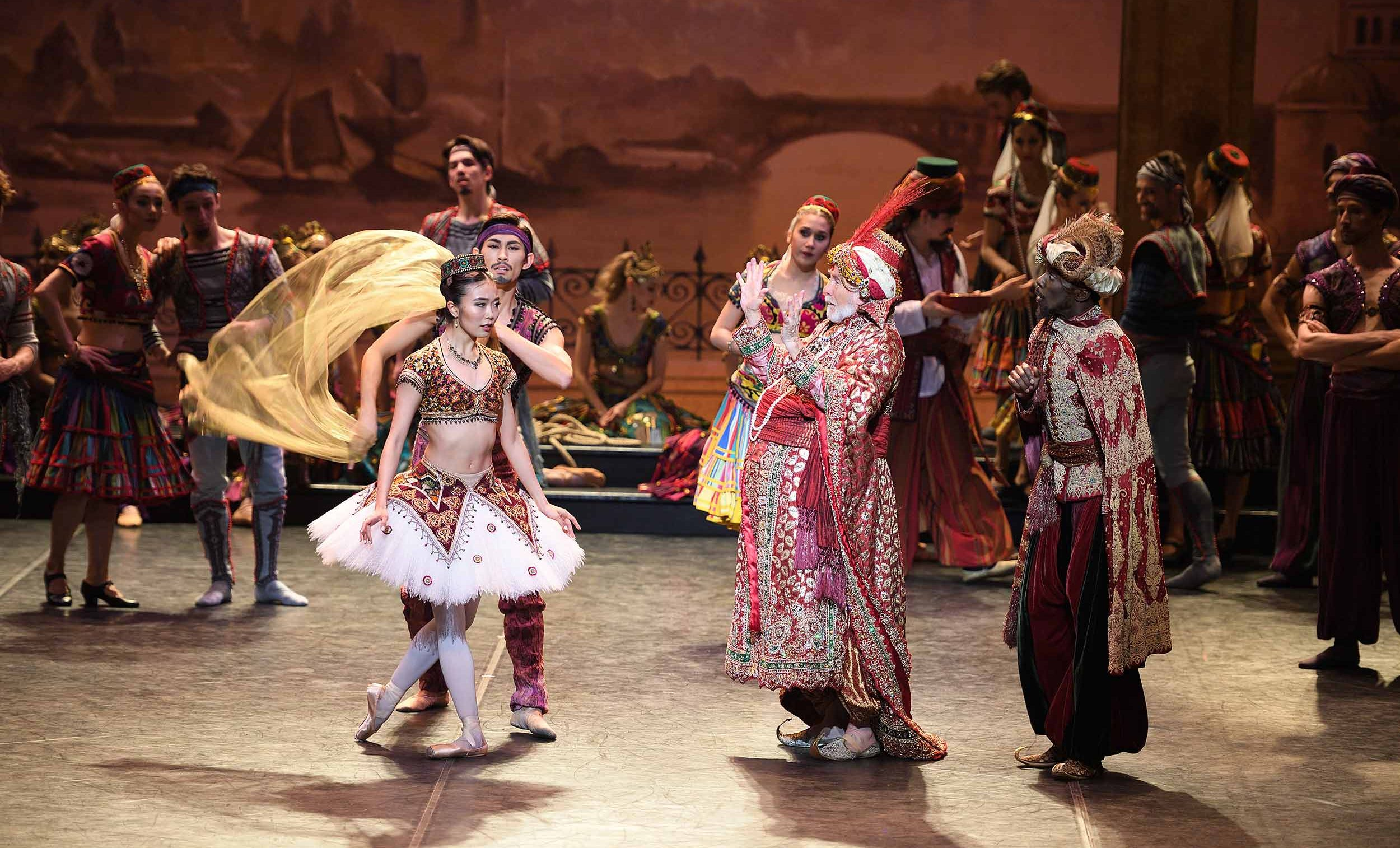 Shiori-Kase-and-Michael-Coleman-in-Le-Corsaire-(c)-Laurent-Liotardo
