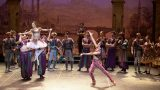 Shiori-Kase-as-Gulnare-and-Ken-Saruhashi-as-Lankendem-in-Le-Corsaire-(c)-Laurent-Liotardo