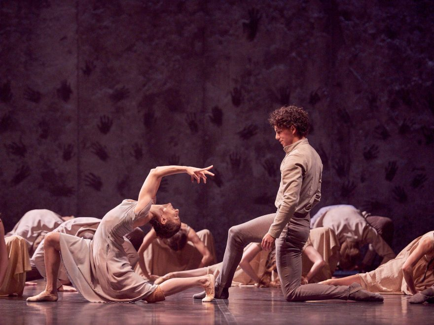 Alina-Cojocaru-and-Isaac-Hernandez-in-Akram-Khan's-Giselle-(c)-Laurent-Liotardo