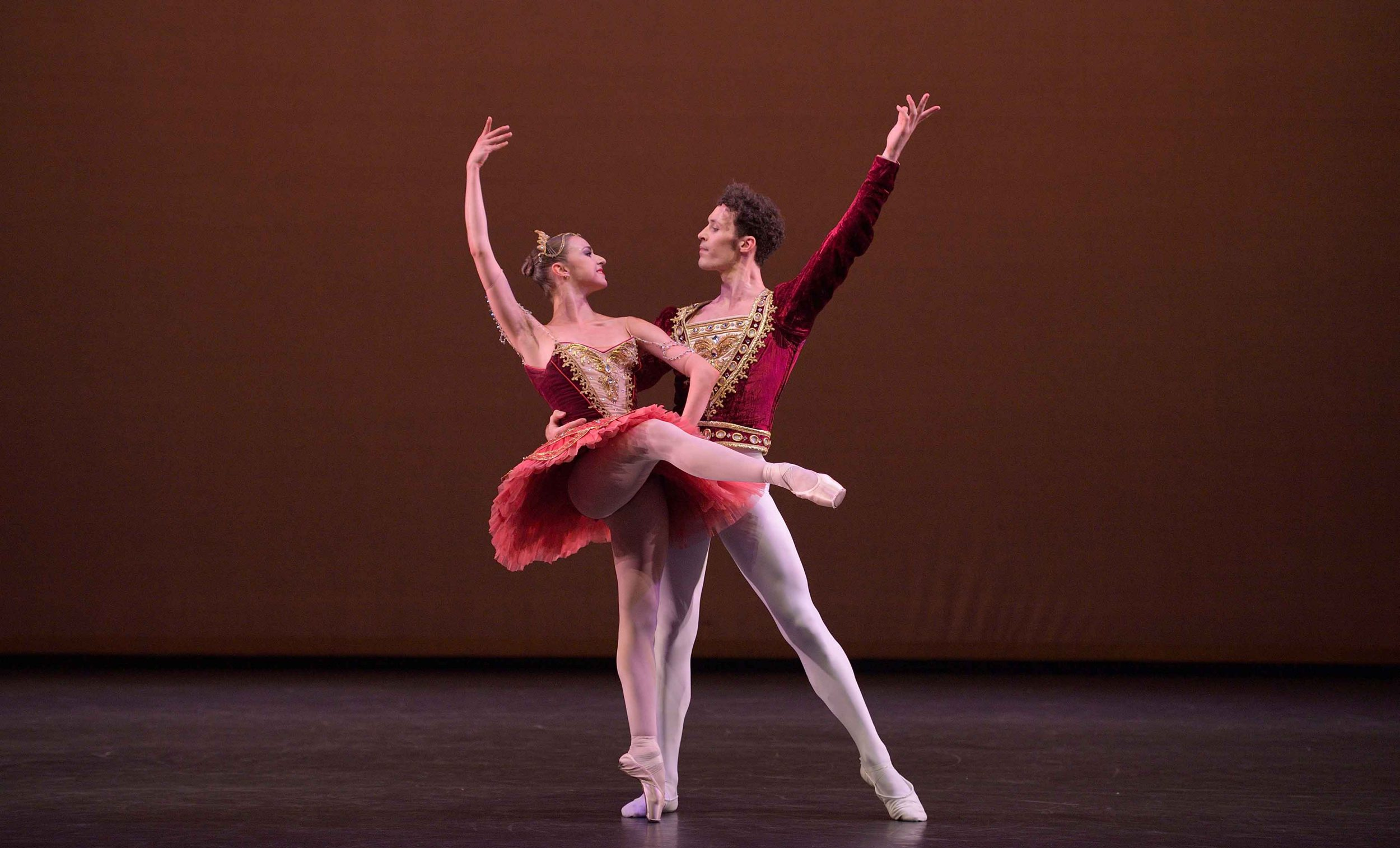 Isabelle-Brouwers-and-Emilio-Pavan-performing-Paquita-©-Laurent-Liotardo--(4)