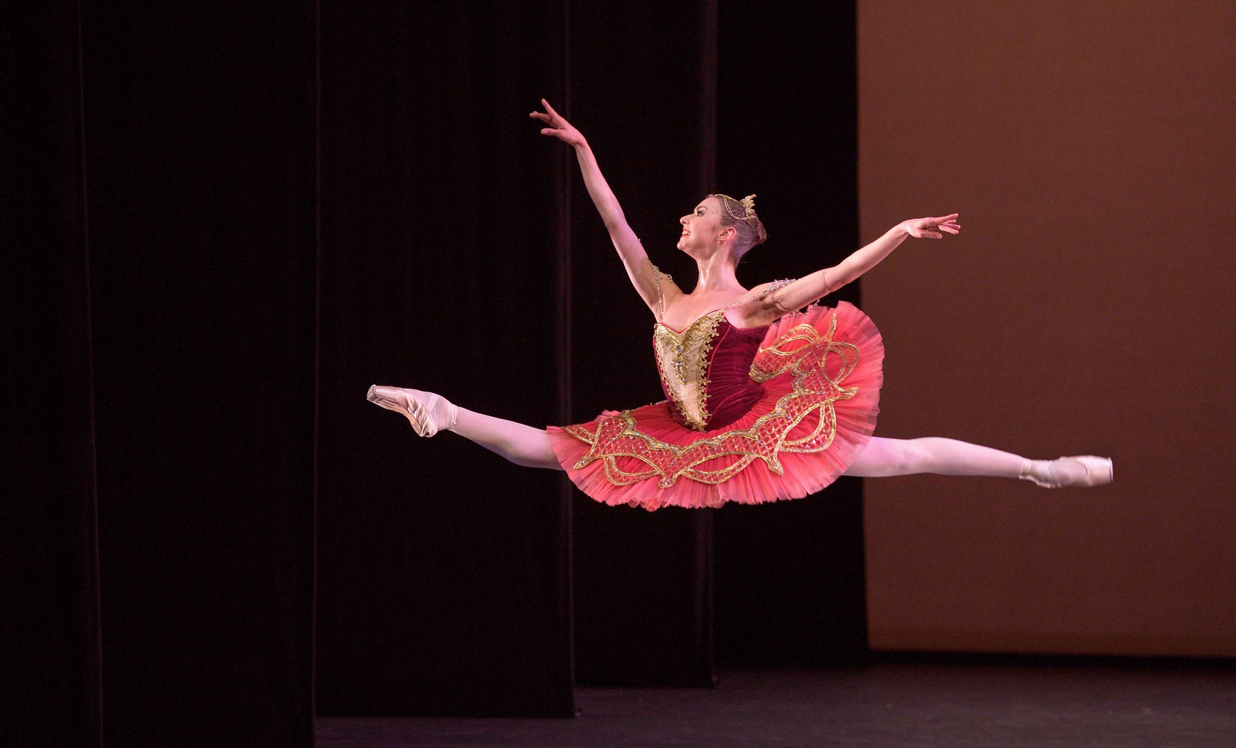 Isabelle-Brouwers-and-Emilio-Pavan-performing-Paquita-©-Laurent-Liotardo--(5)