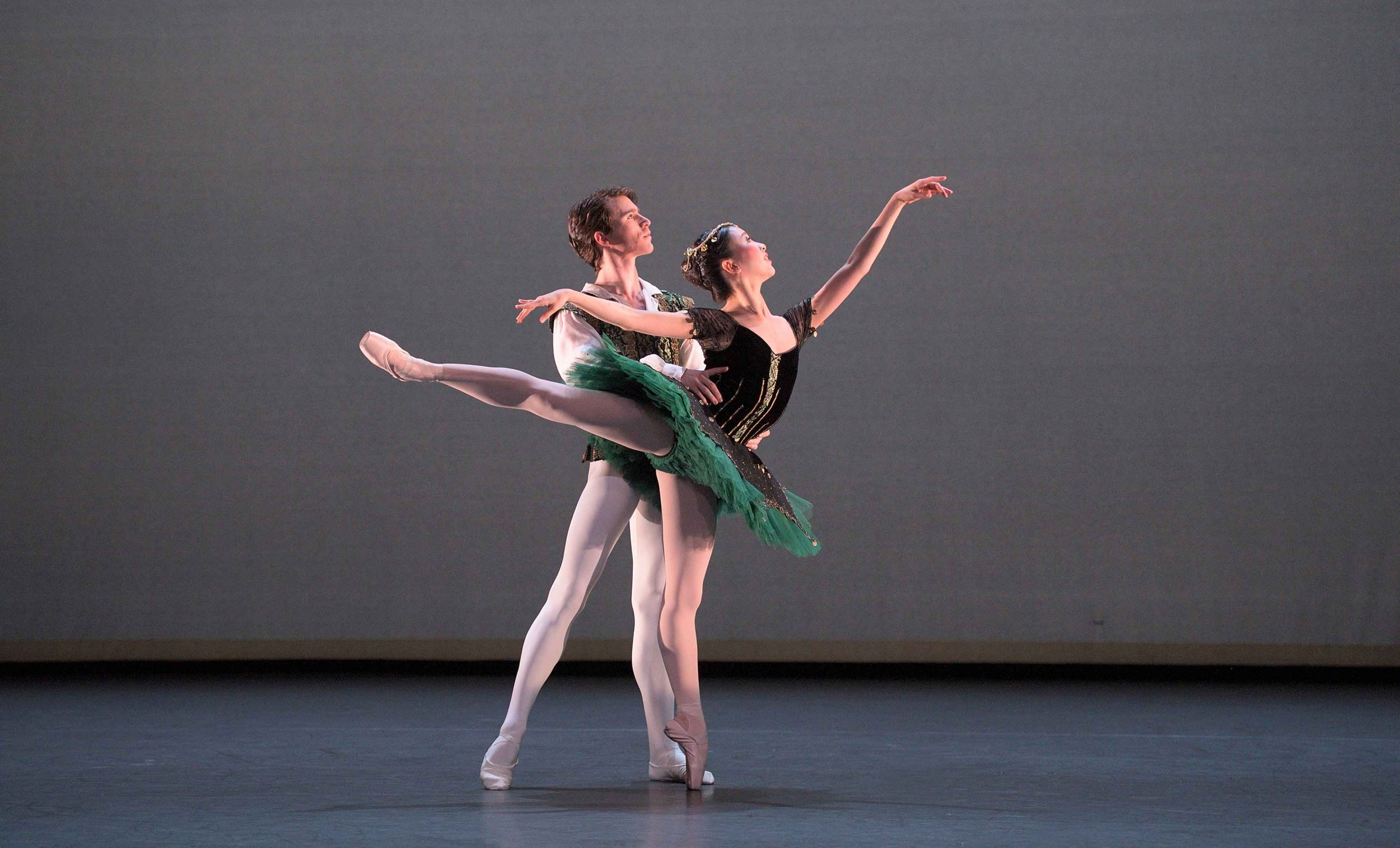Rina-Kanehara-and-Aitor-Arrieta-performing-the-Esmeralda-pas-de-deux-©-Laurent-Liotardo-(2)