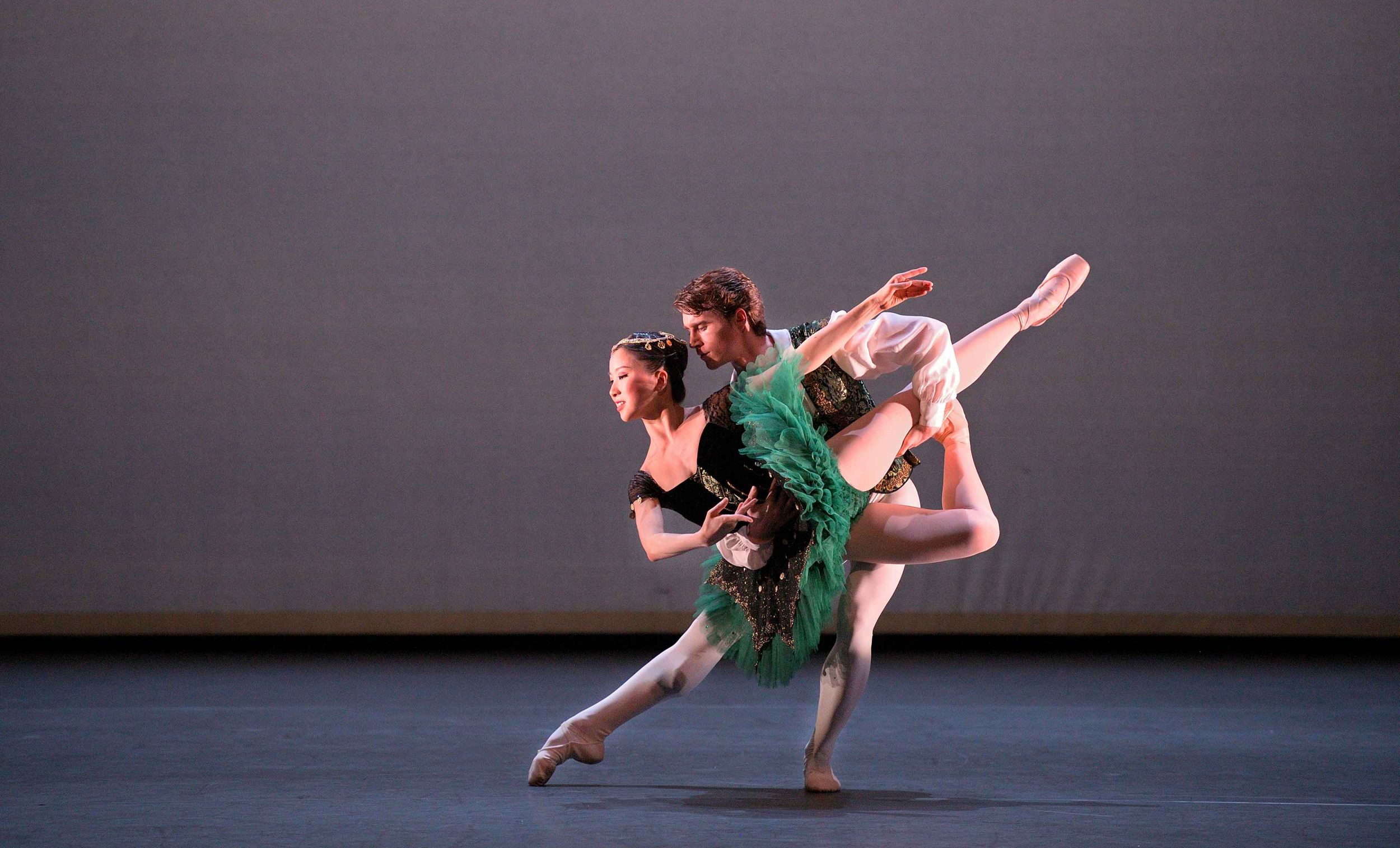 Rina-Kanehara-and-Aitor-Arrieta-performing-the-Esmeralda-pas-de-deux-©-Laurent-Liotardo-(3)