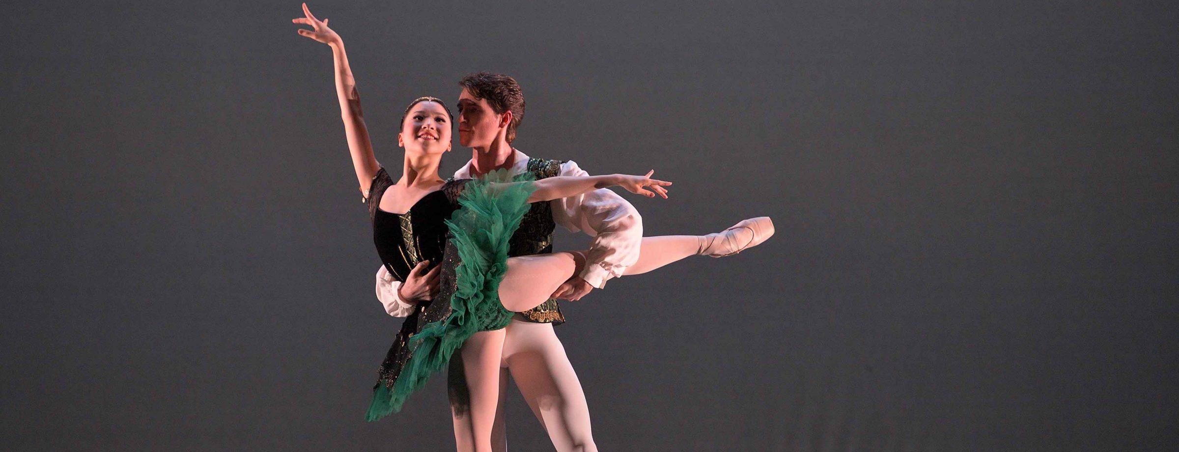 Rina-Kanehara-and-Aitor-Arrieta-performing-the-Esmeralda-pas-de-deux-(c)-Laurent-Liotardo
