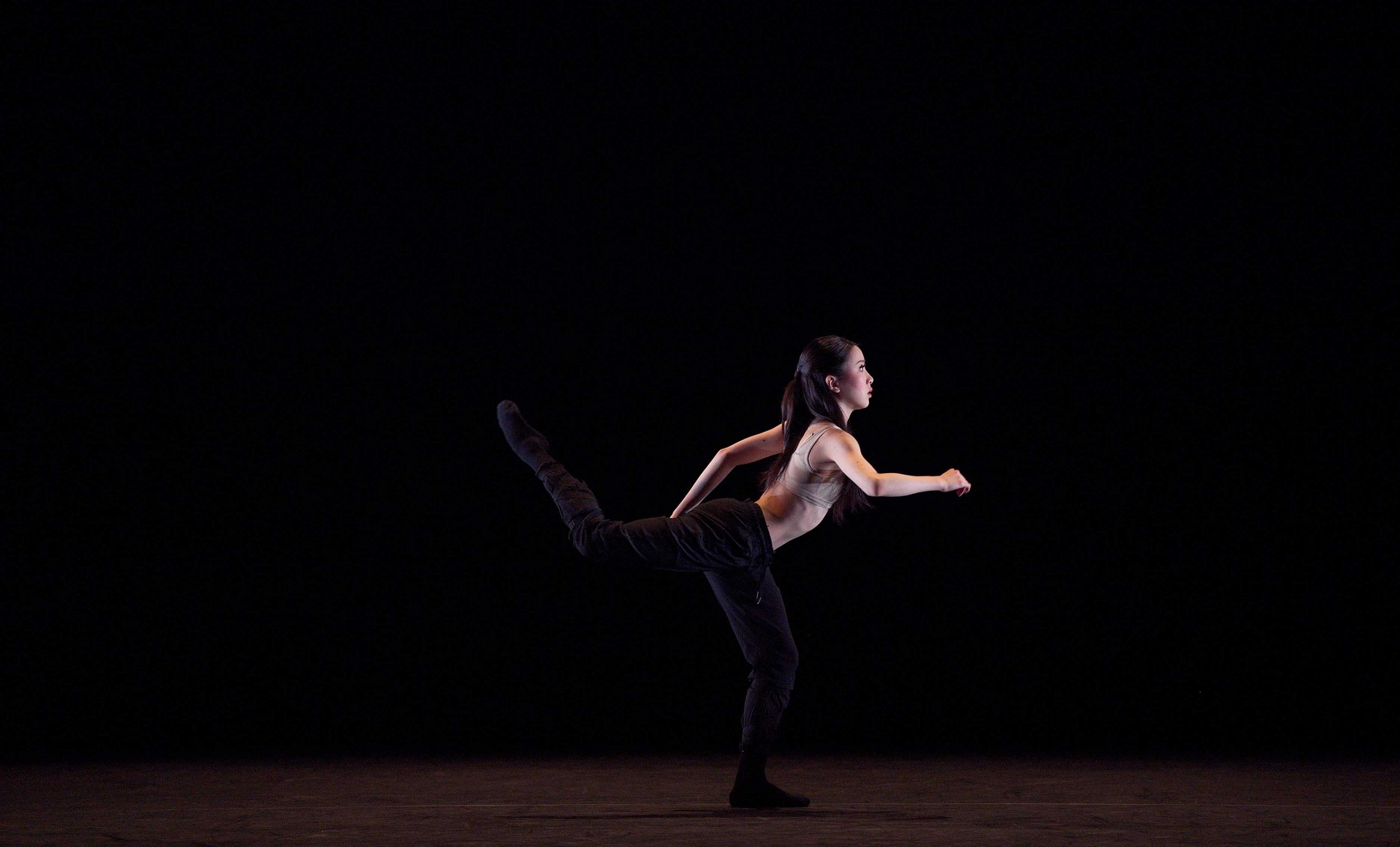 Rina-Kanehara-performing-Blind-Dreams-©-Laurent-Liotardo-(1)