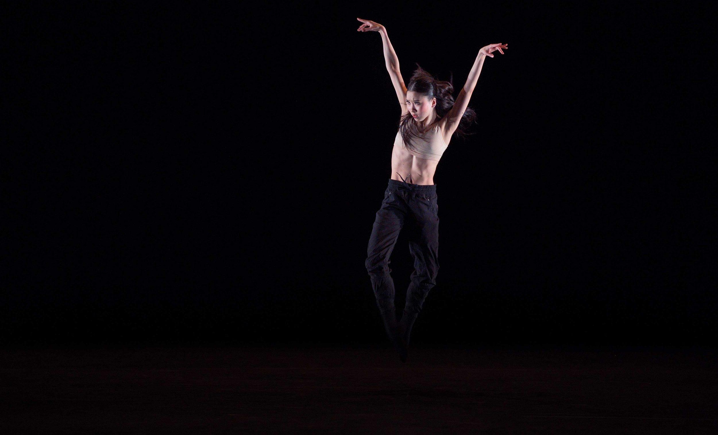 Rina-Kanehara-performing-Blind-Dreams-©-Laurent-Liotardo-(3)