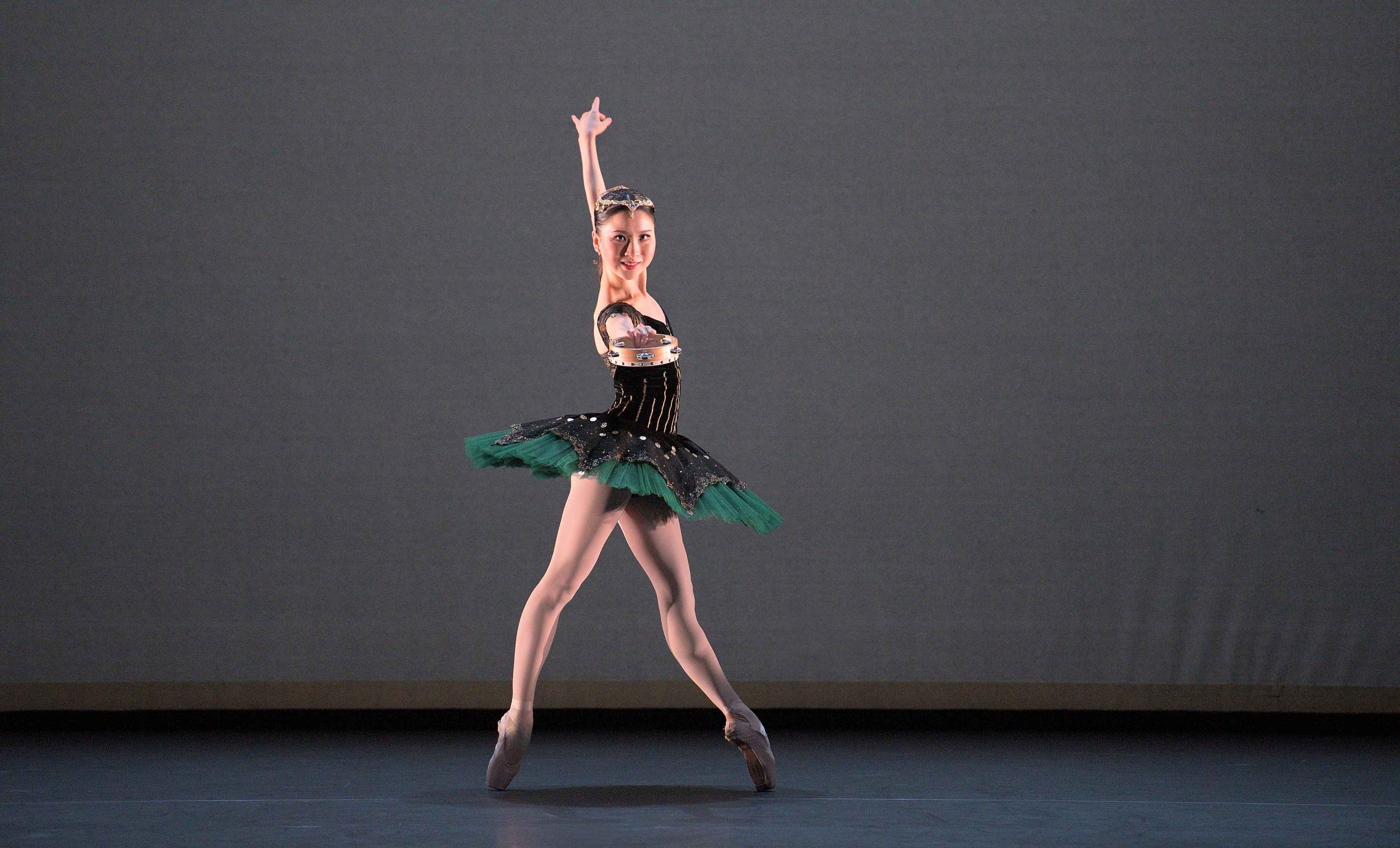 Rina-Kanehara-performing-the-Esmeralda-pas-de-deux-©-Laurent-Liotardo-(2)