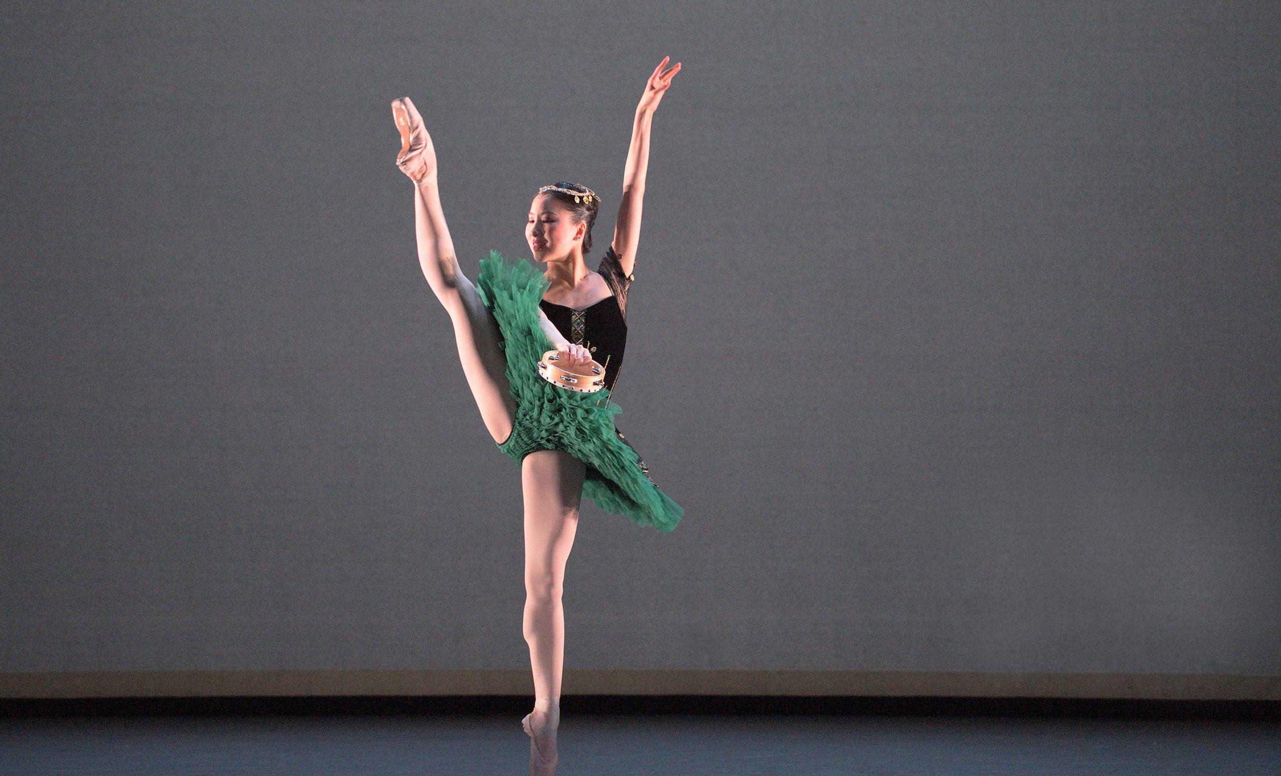 Rina-Kanehara-performing-the-Esmeralda-pas-de-deux-©-Laurent-Liotardo-(3)