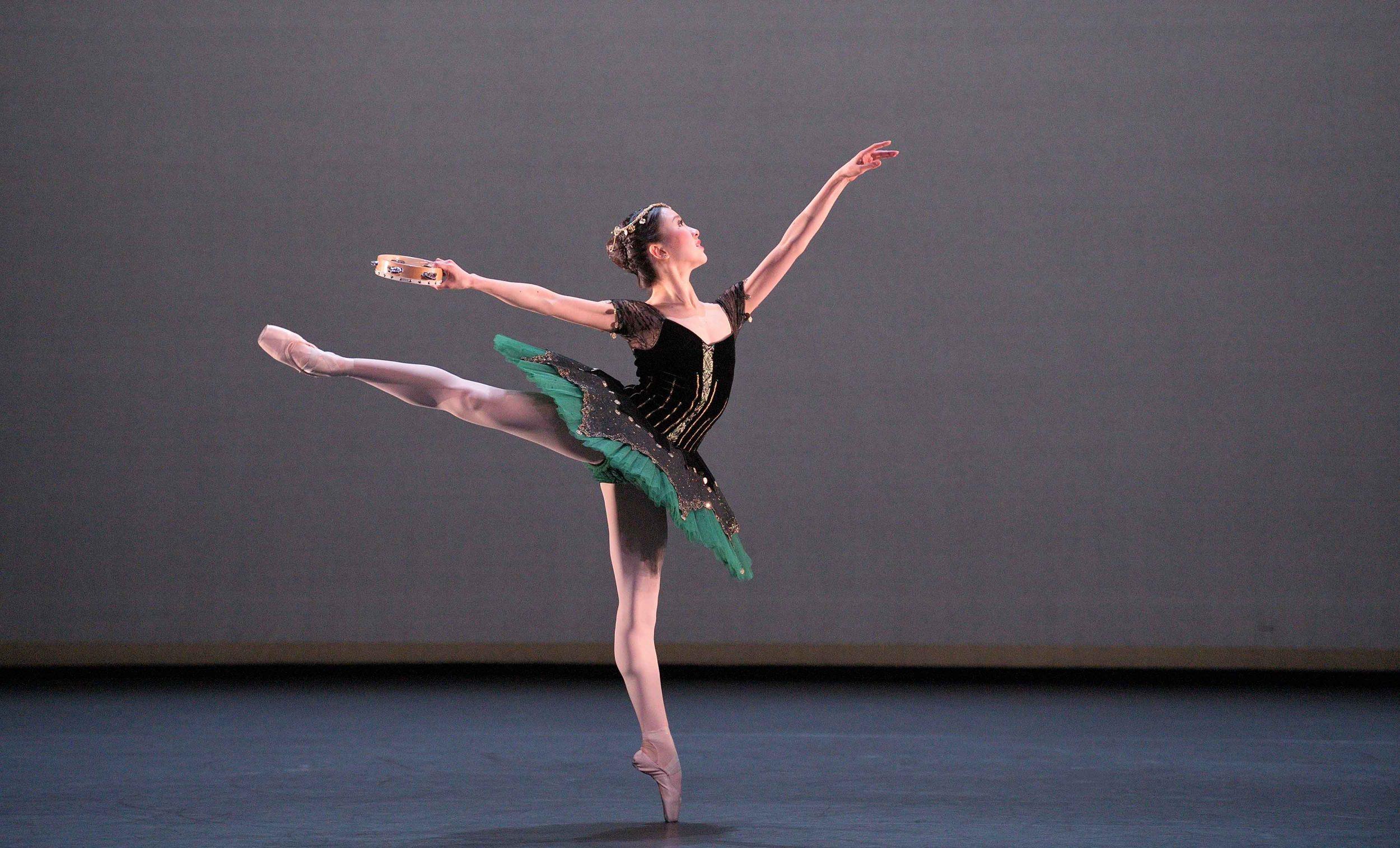 Rina-Kanehara-performing-the-Esmeralda-pas-de-deux-©-Laurent-Liotardo-(4)