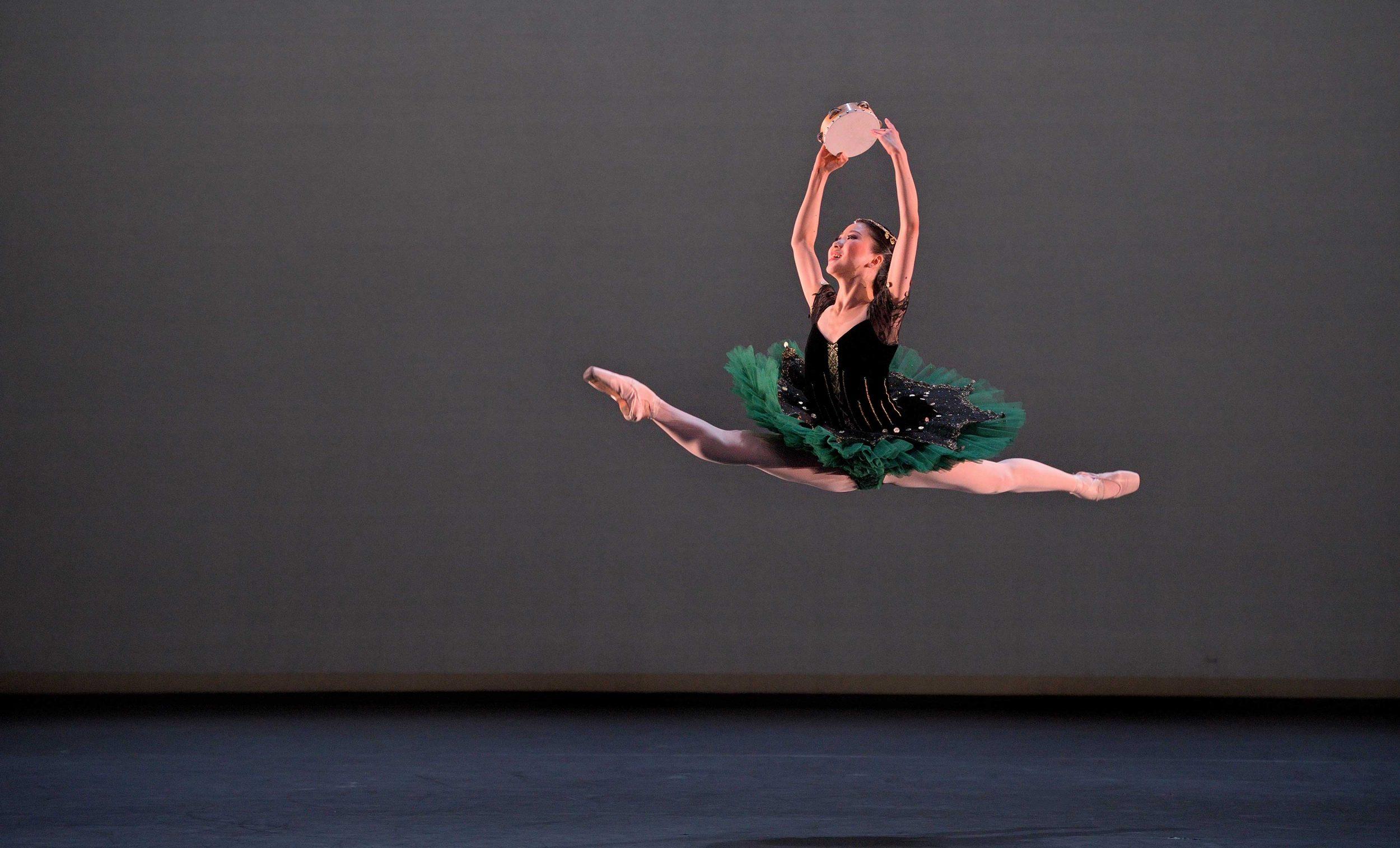 Rina-Kanehara-performing-the-Esmeralda-pas-de-deux-(c)-Laurent-Liotardo
