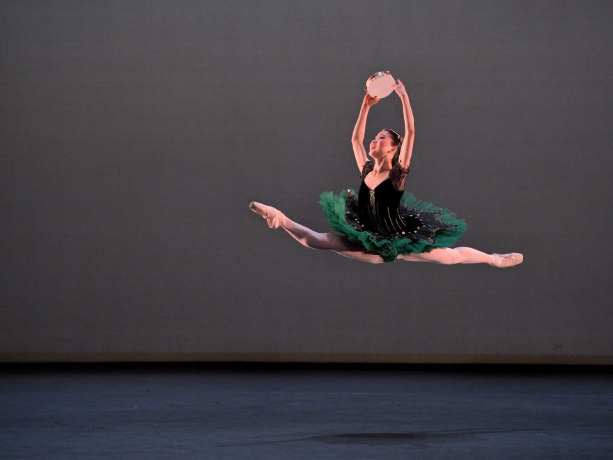 Rina-Kanehara-performing-the-Esmeralda-pas-de-deux-(c)-Laurent-Liotardo