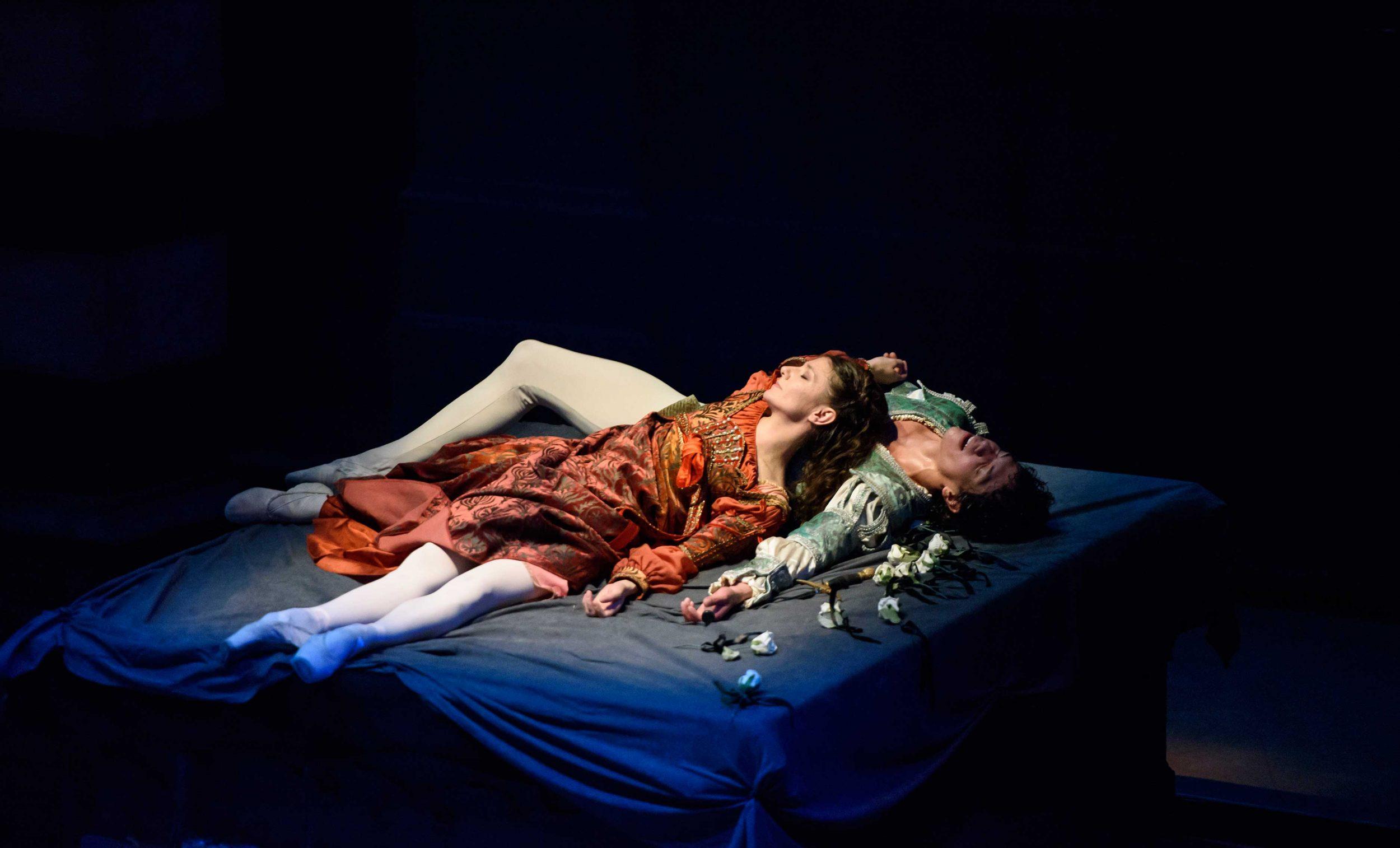 Alina-Cojocaru-and-Isaac-Hernandez-in-Romeo-&-Juliet-©Bill-Cooper-(5)