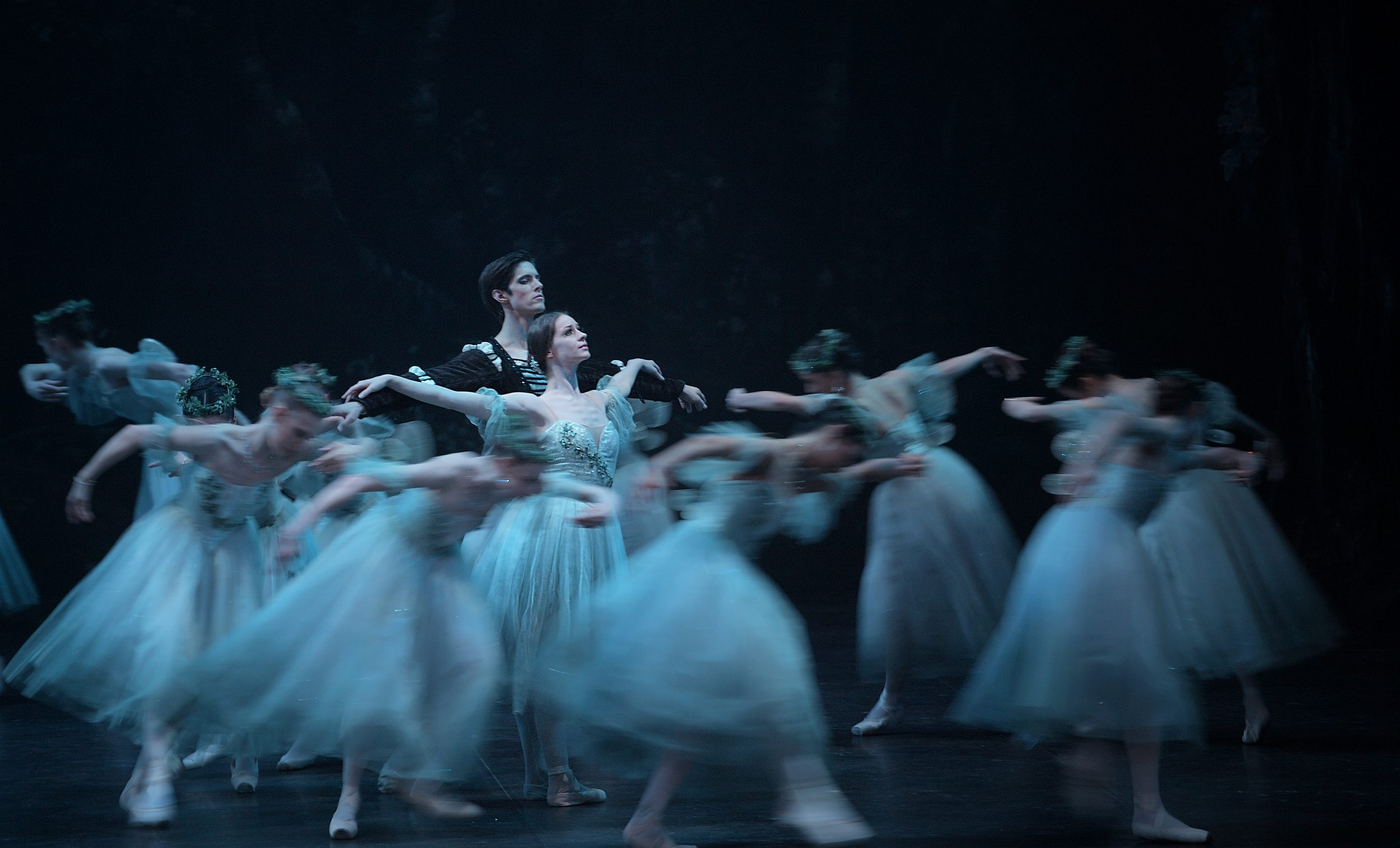 Laurretta Summerscales as Giselle and Xander Parish as Albrecht in Giselle (c) Laurent Liotardo (2)